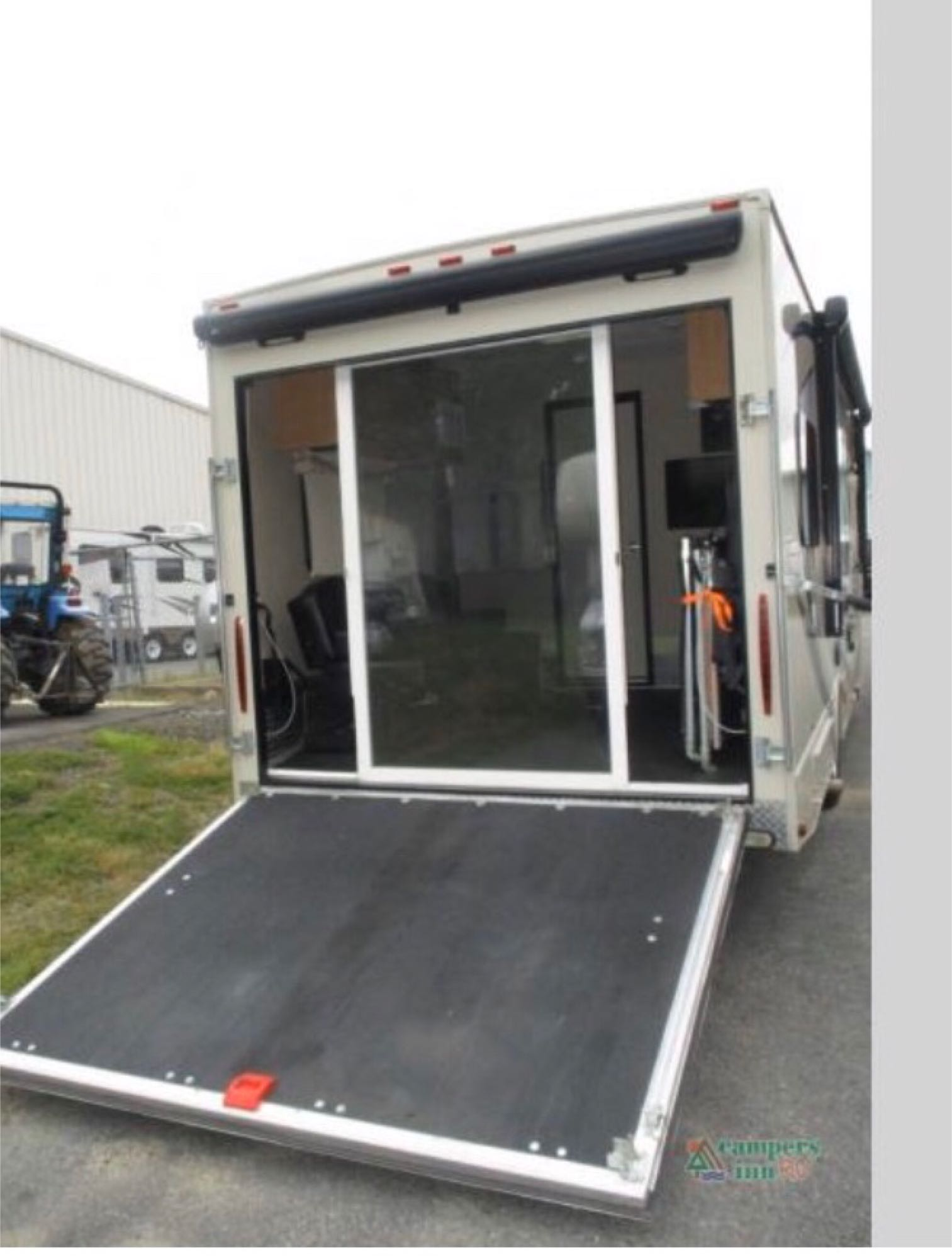 ramp into the toy hauler area, this ramp easily converts to a deck. The exterior light, awning and sliding lexan doors make it an extra space for the adults to hang out and not disturb the sleeping kids . Thor Motor Coach Outlaw toy hauler 2017