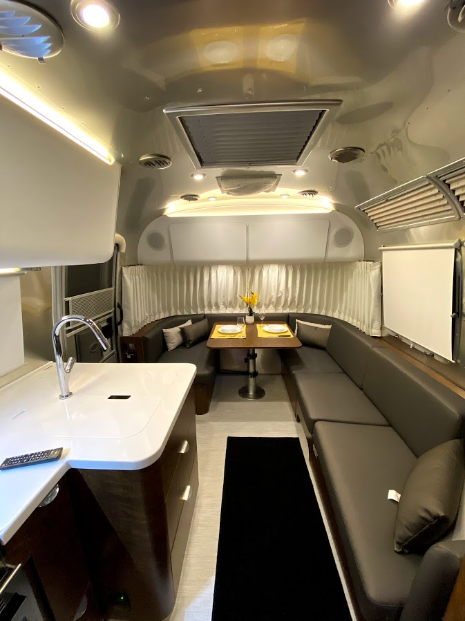 dining and sitting area. Airstream Globetrotter 2020