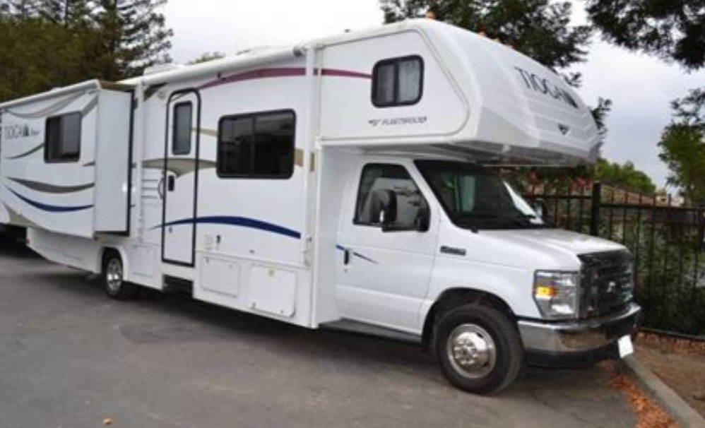 31 Foot, 2 Slide out Class C Motorhome with lots of under stor as ge. Ford E450 2012
