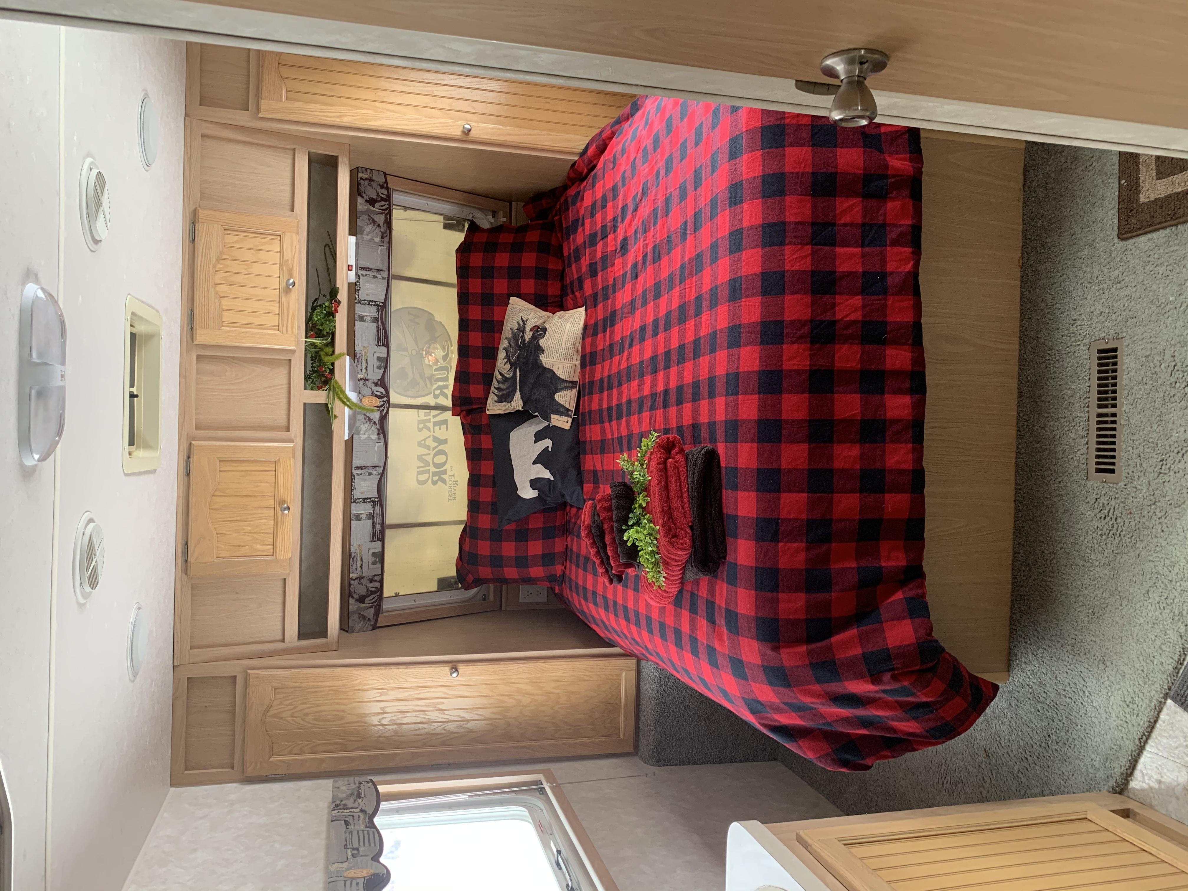 Bedroom. Forest River Grand Surveyor 2005