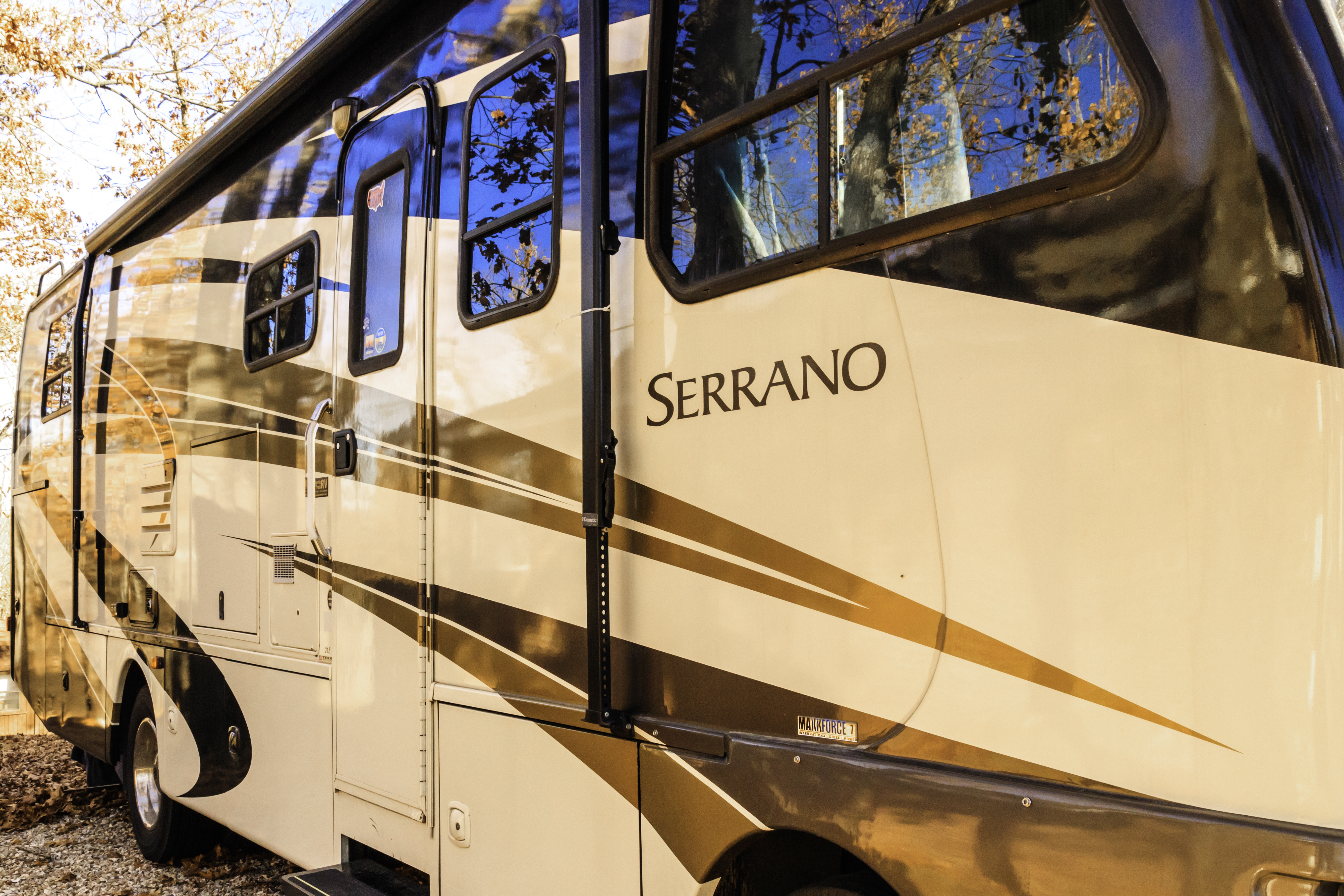 Still sporting a great look after 10 years!. Thor Motor Coach Serrano 2010