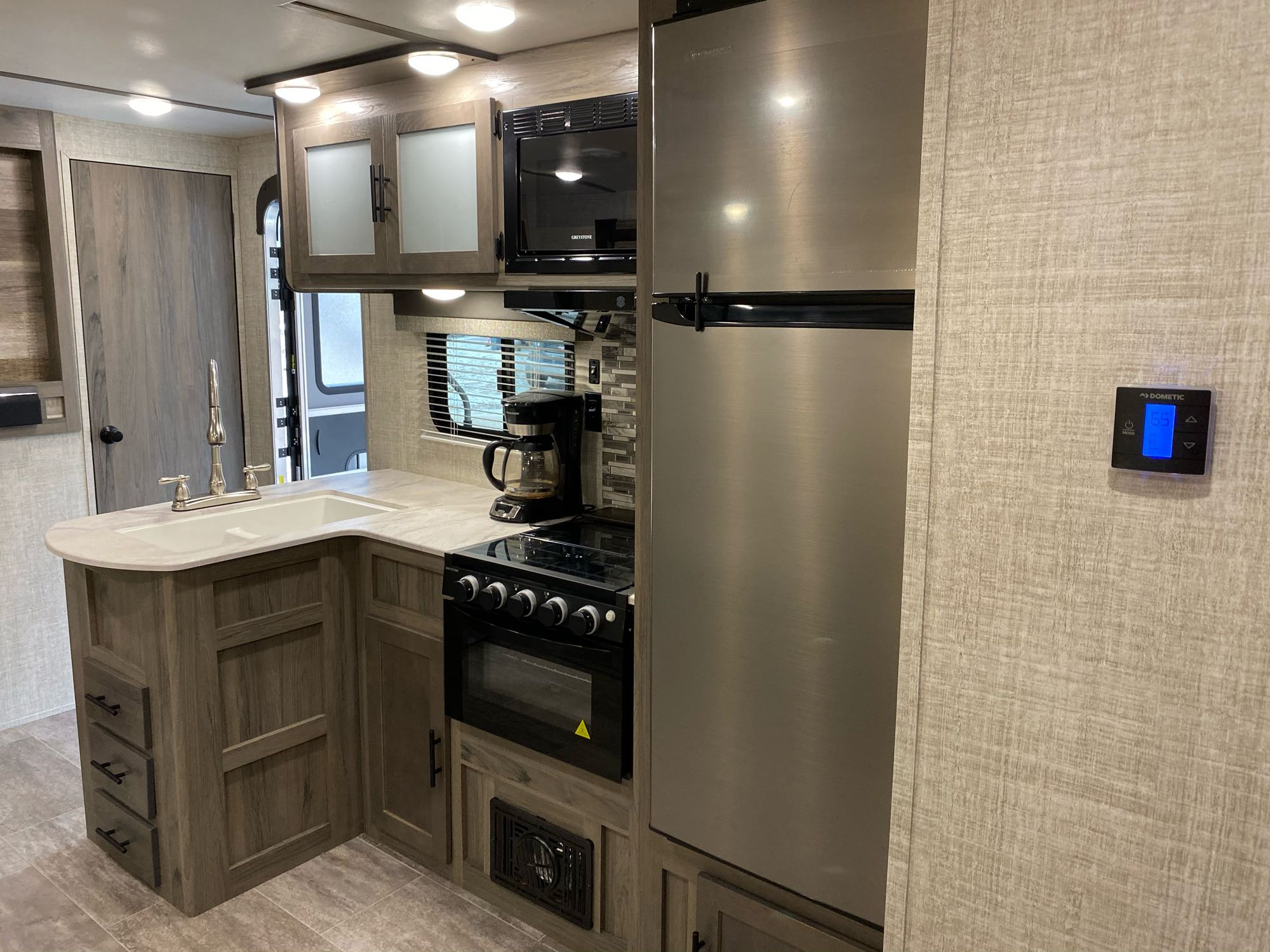 Kitchen with gas cook top. Coffee maker included.. Gulf Stream Amerilite 2020