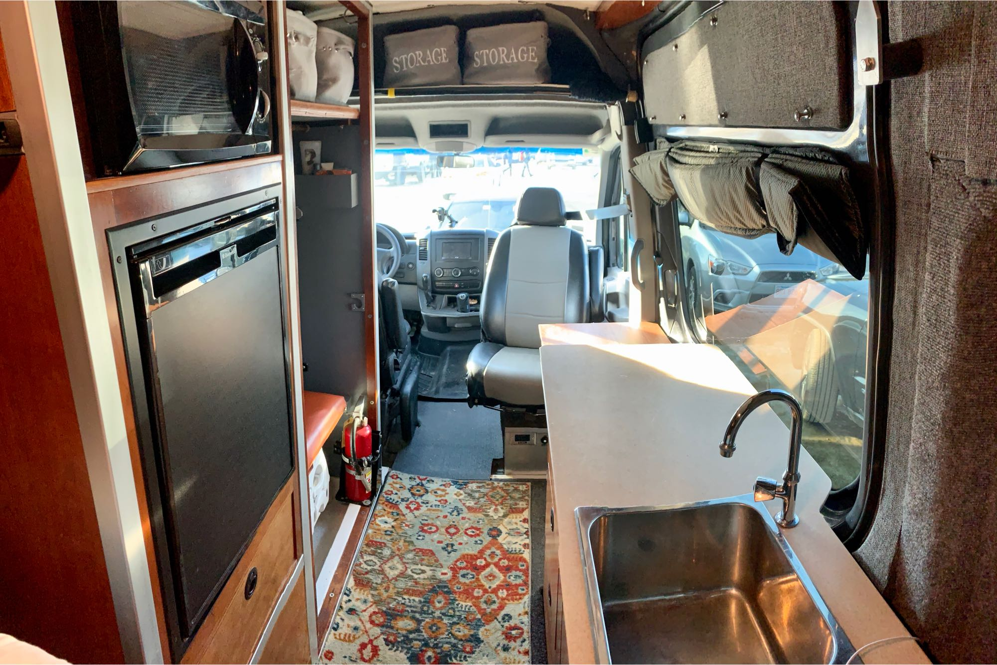 View from the bed looking forward. Mercedes-Benz Sprinter 2008
