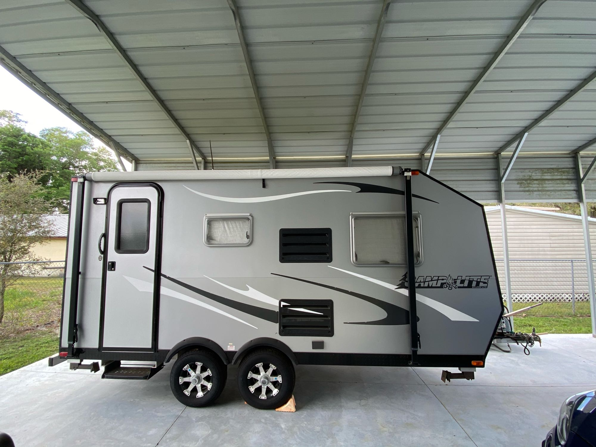 A nice lightweight travel trailer!  Easy to tow and park!. Livin' Lite Camplite 2012