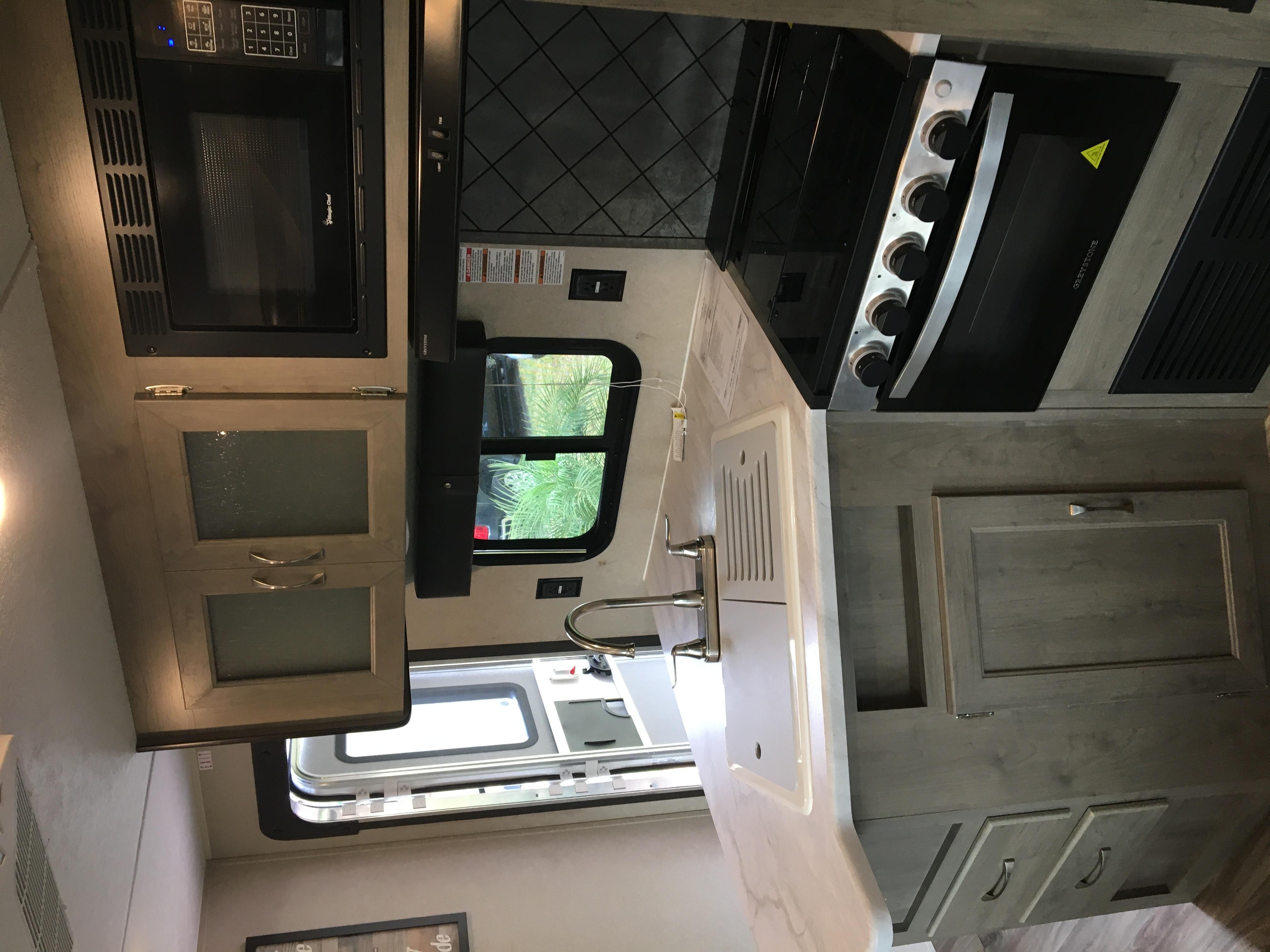 Kitchen. Forest River Puma 2020