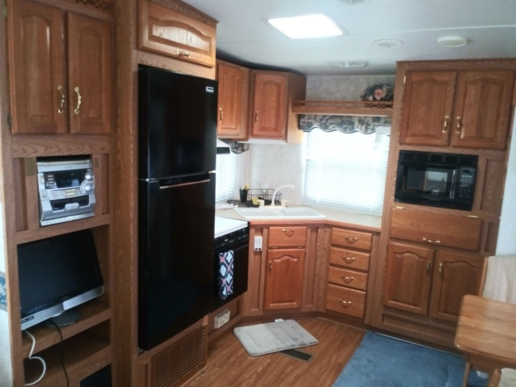 Rear kitchen design allows for more space.. Keystone Montana 2000