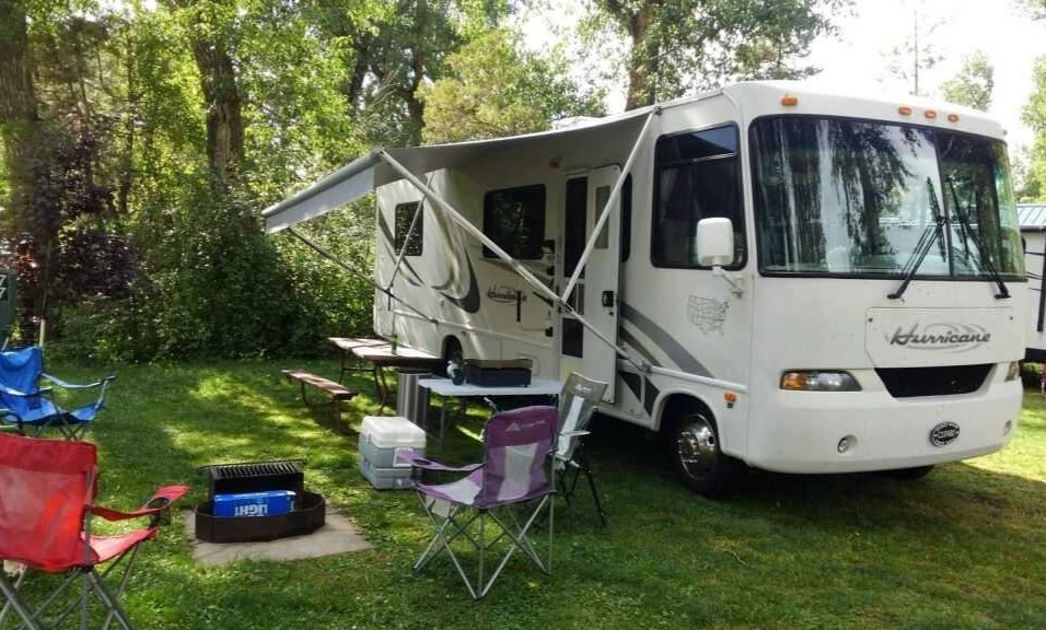 Roaming RV Hot Spots LLC 30 foot Claas A with plenty of outside storage and electric power outlets.. FORD FOUR WINDS Hurricane 30Q 2004