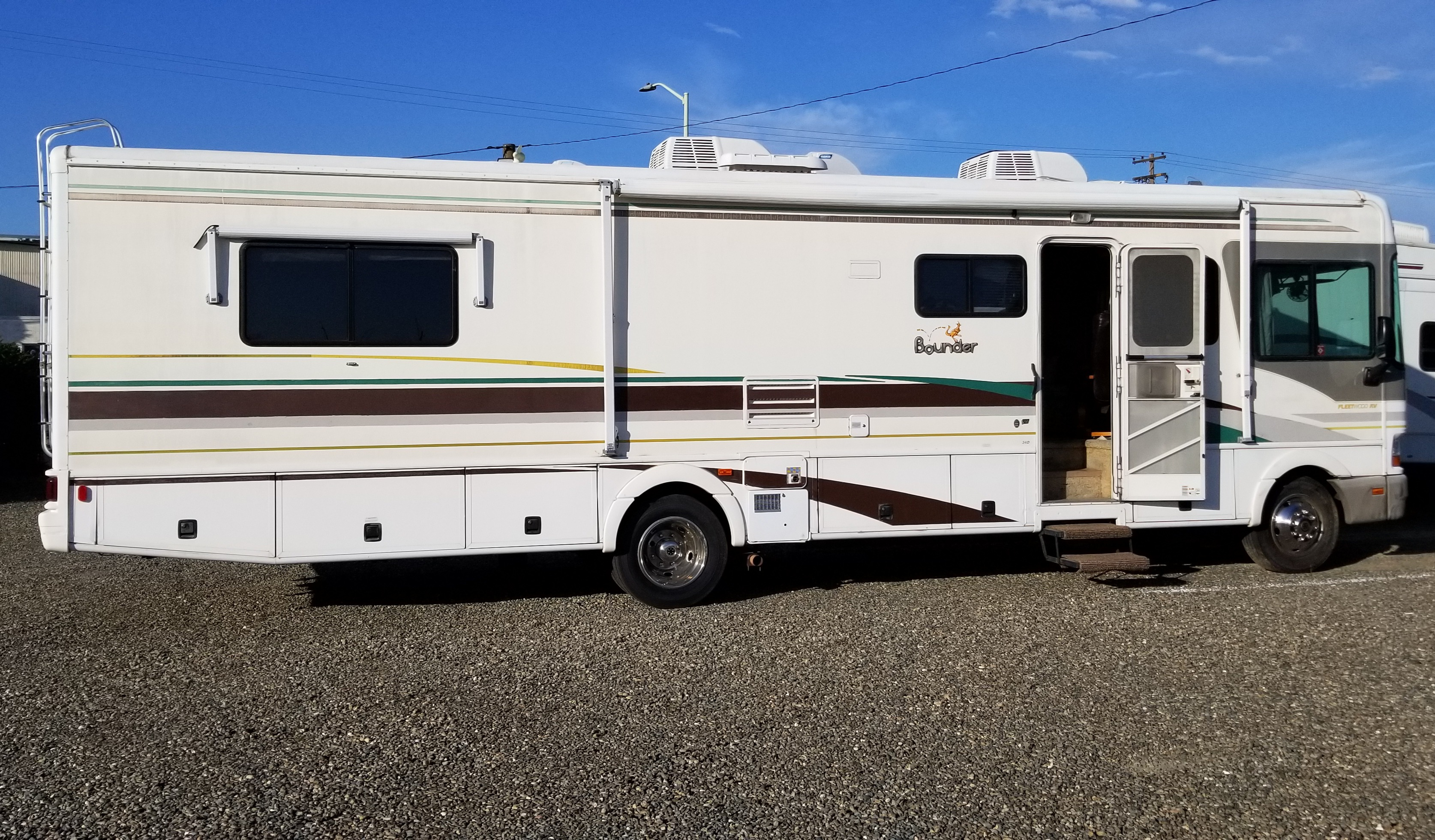 Right side with awnings. Fleetwood Bounder 2001