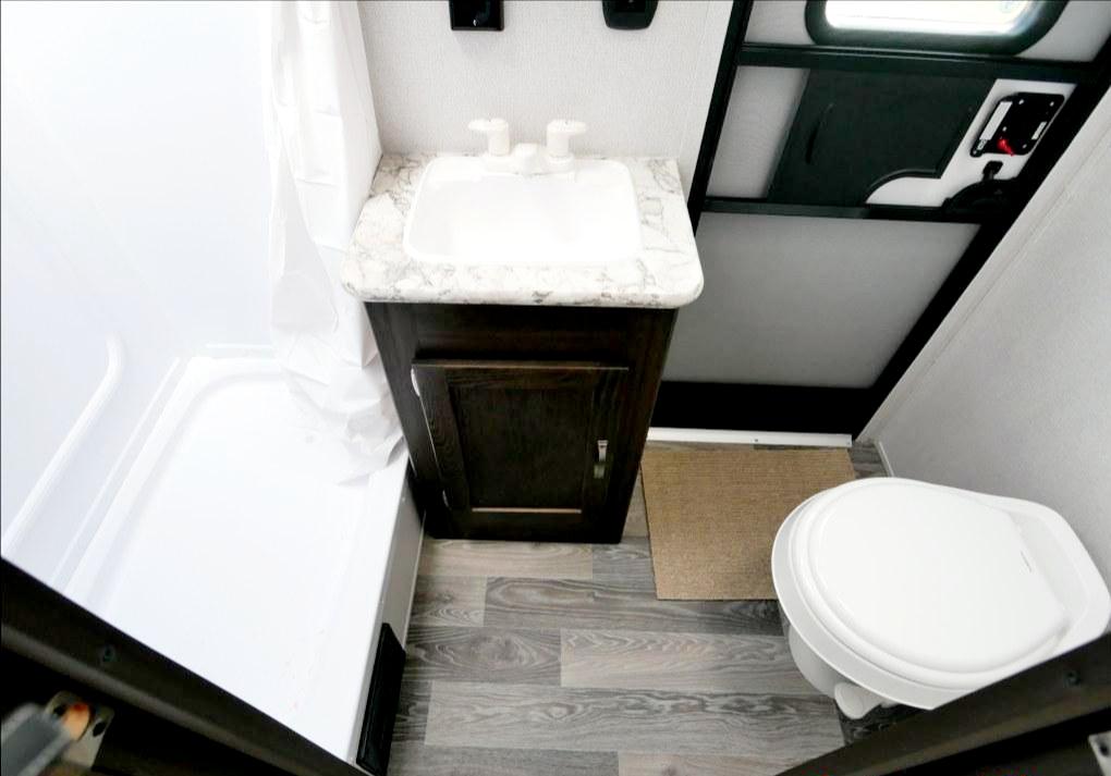 Bathroom. Keystone Springdale 2020
