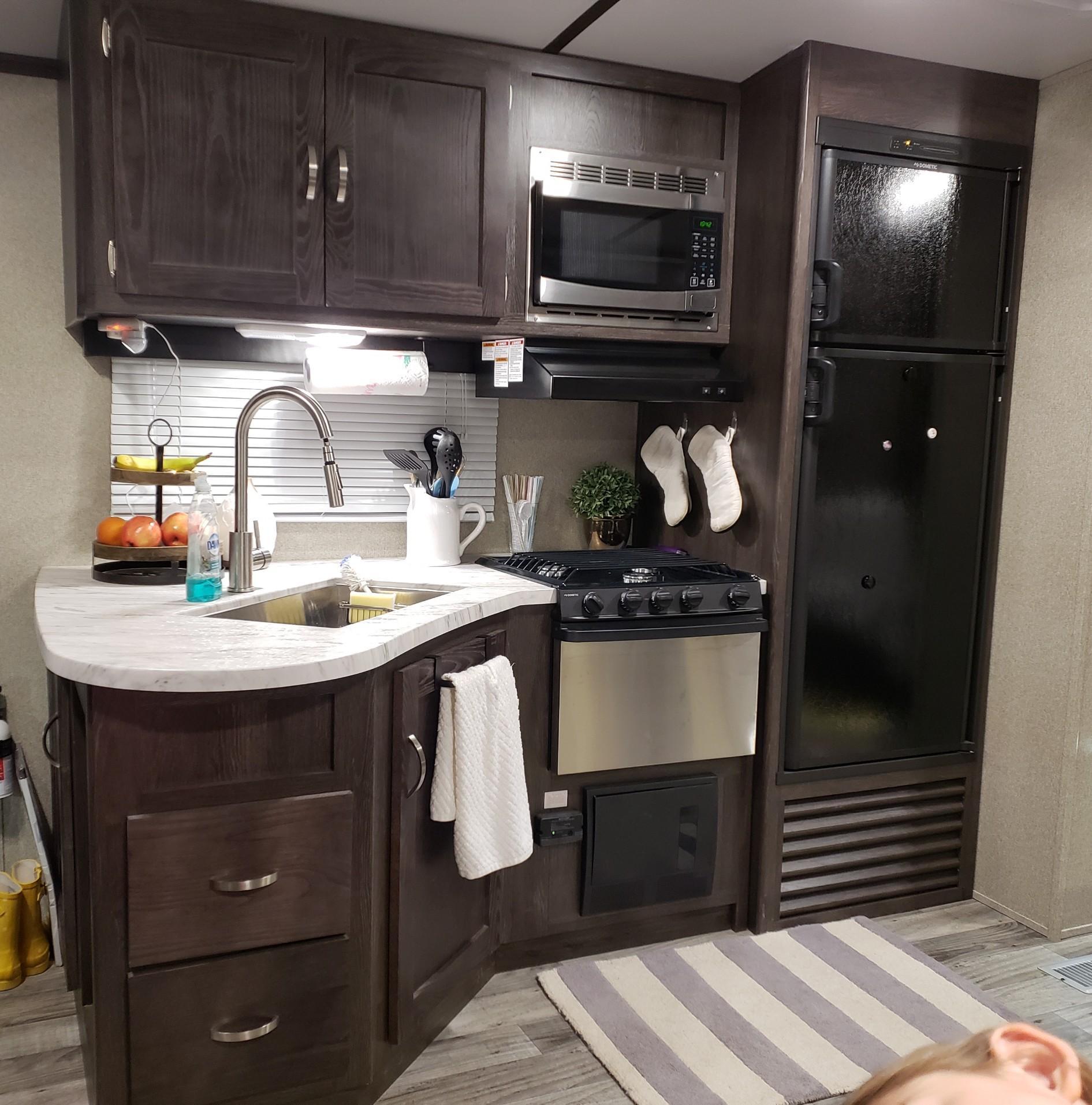Kitchen. Keystone Outback 324CG 2018