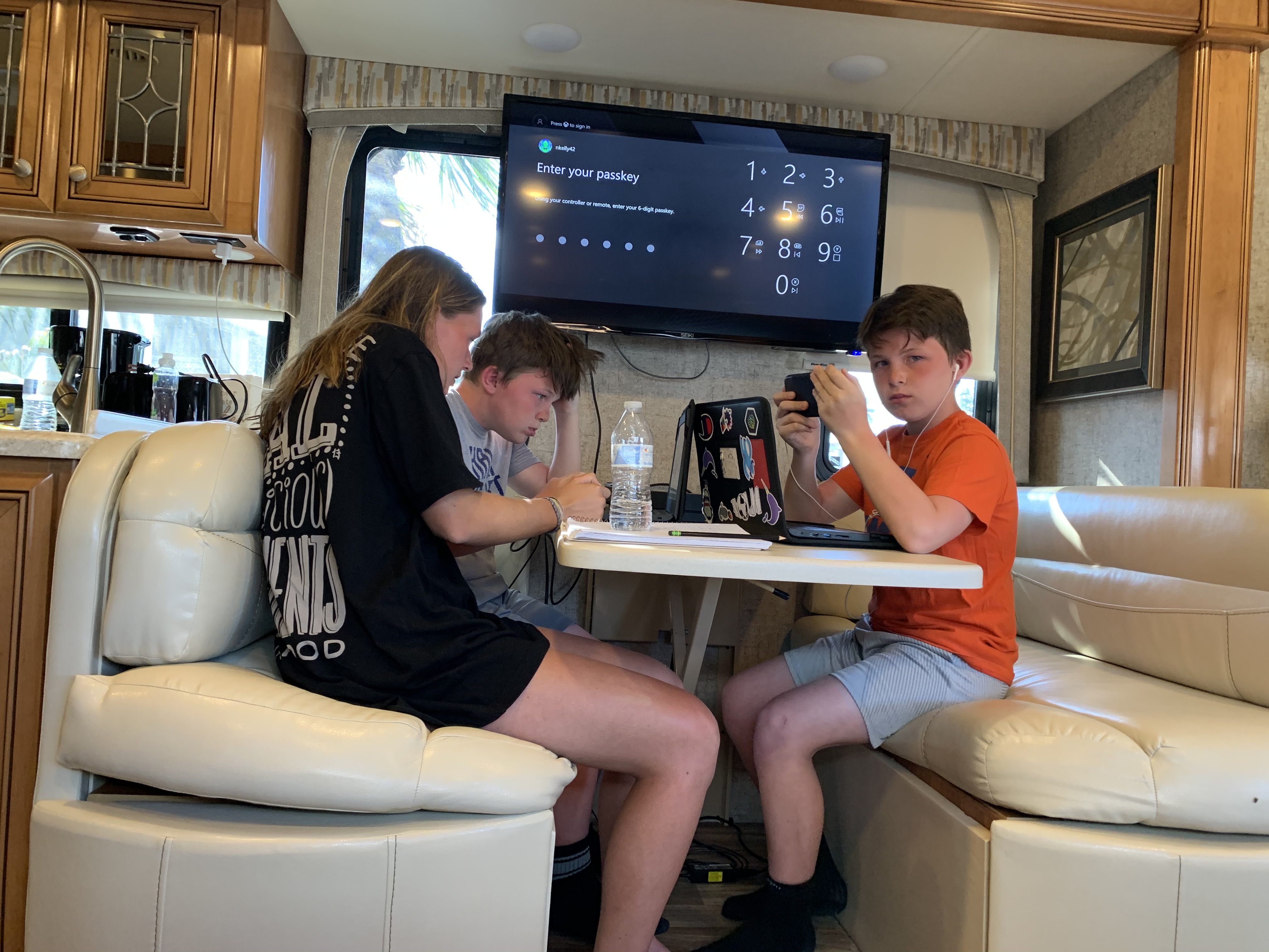 Dinette and large TV. Thor Motor Coach Miramar 2017