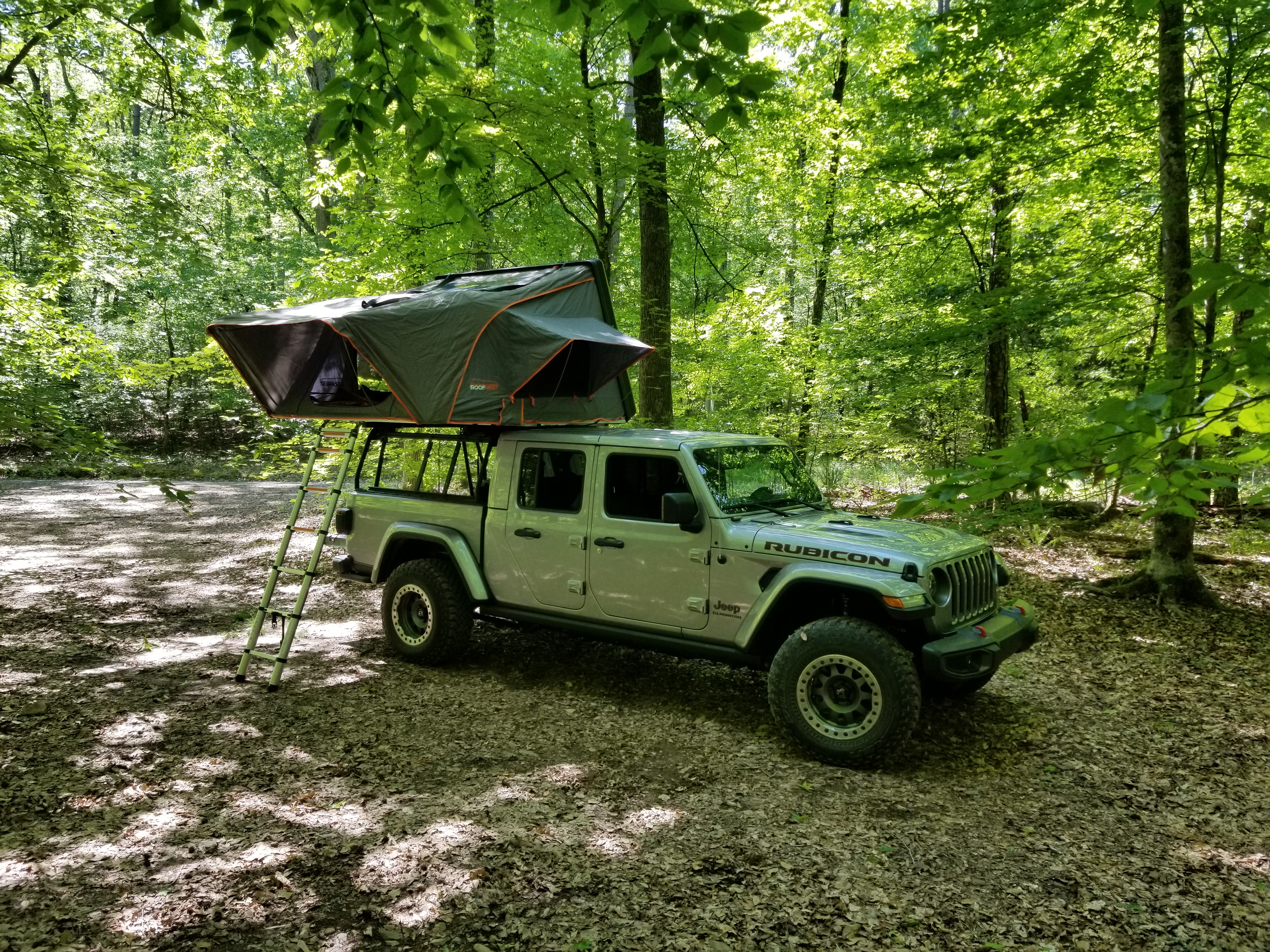 gladiator with tent and canopies open. Jeep Gladiator Rubicon with Condor XL RTT 2020