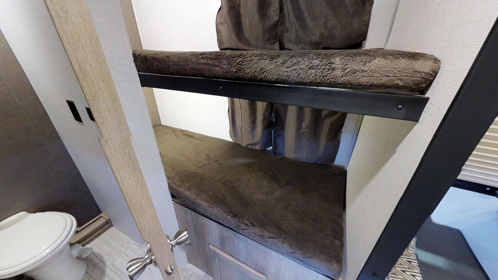 Bunk Beds. Palomino Real-Lite 2019