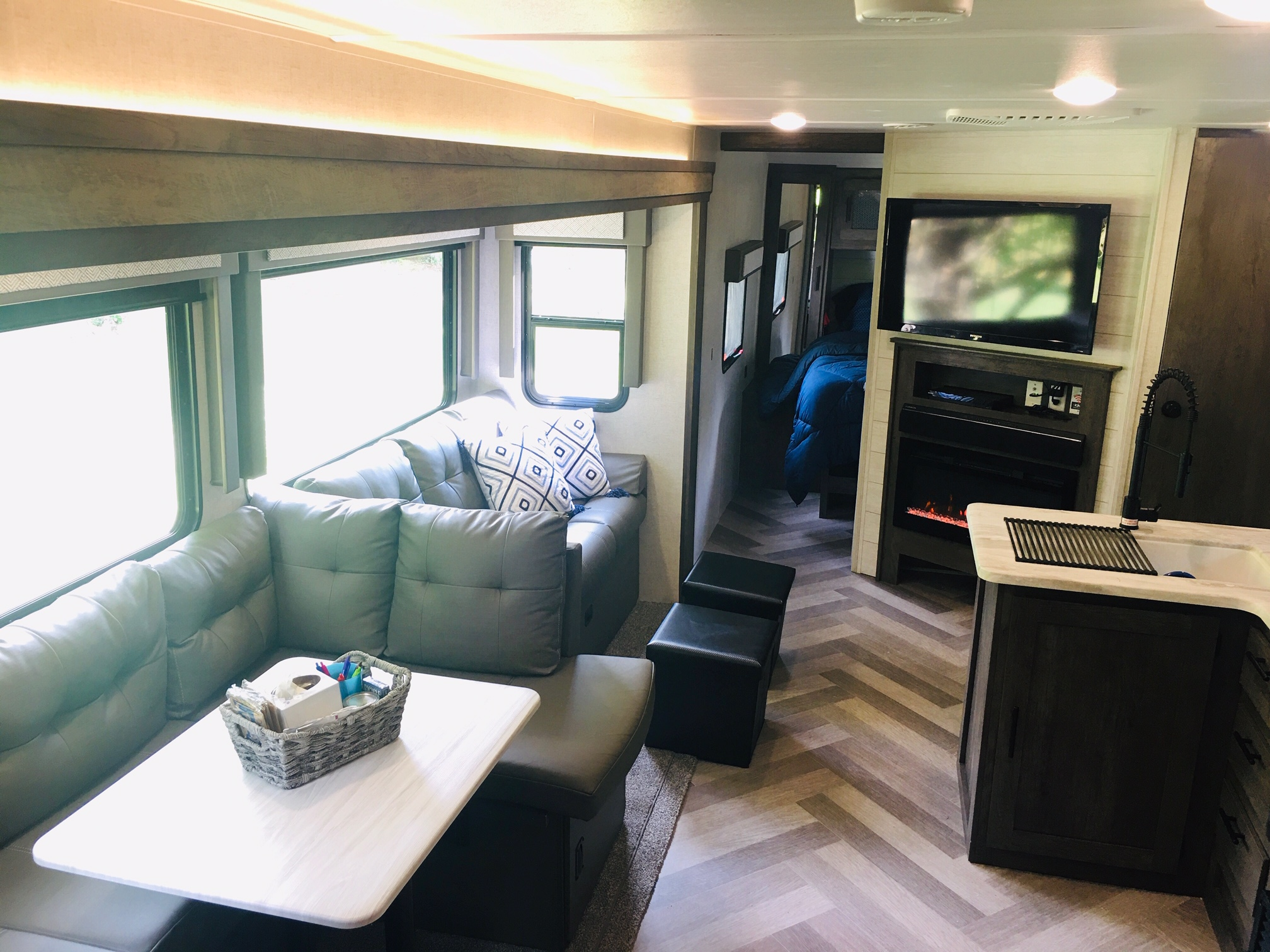 Living/Entertainment. Forest River Salem 2021