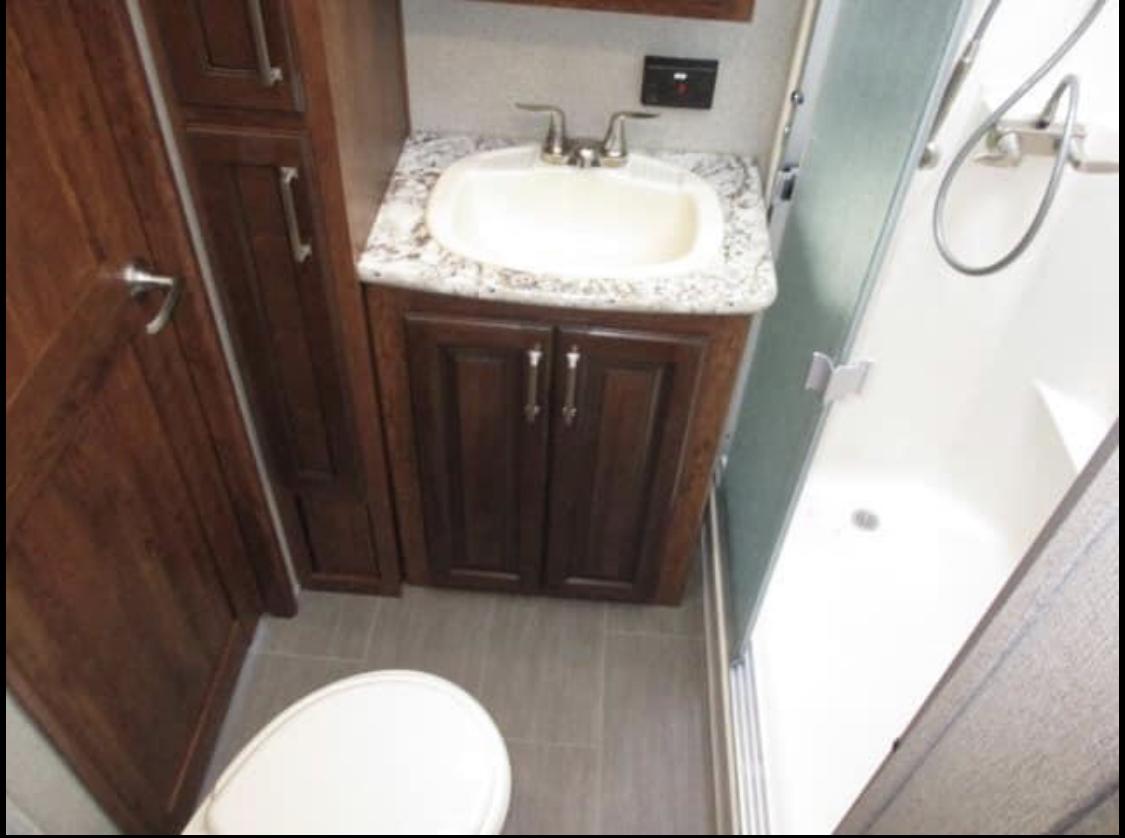 Master bathroom. Keystone Avalanche 2018