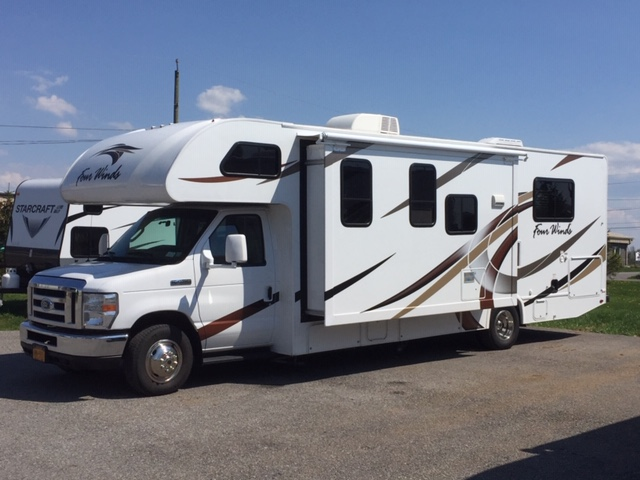 Exterior Front. Thor Motor Coach Four Winds 2018