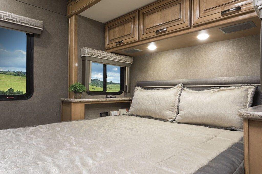 """Queen size bed in """"master"""" bedroom.. Thor Motor Coach Quantum 2018"""