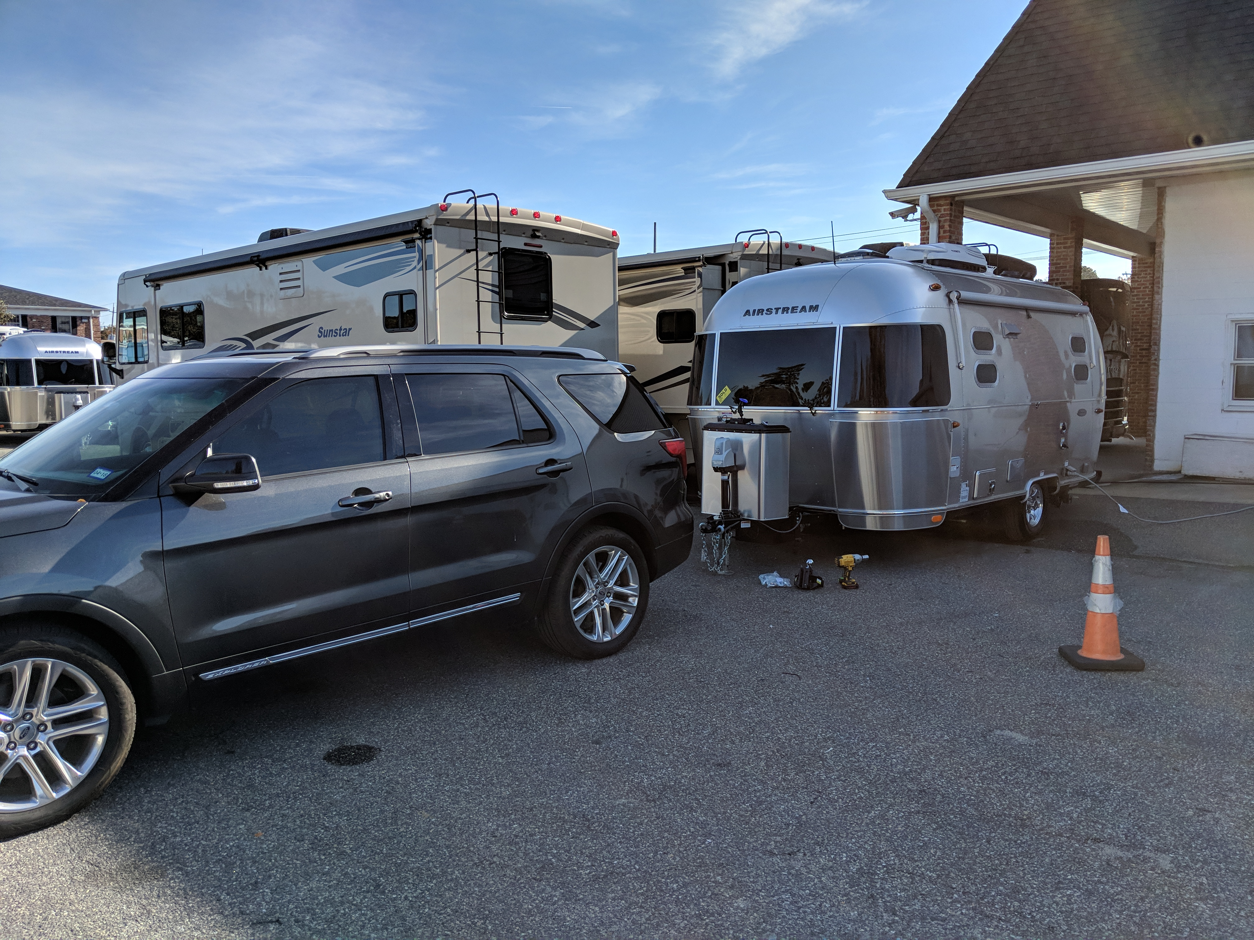 Towing it out of the dealership. Airstream Flying Cloud 2018