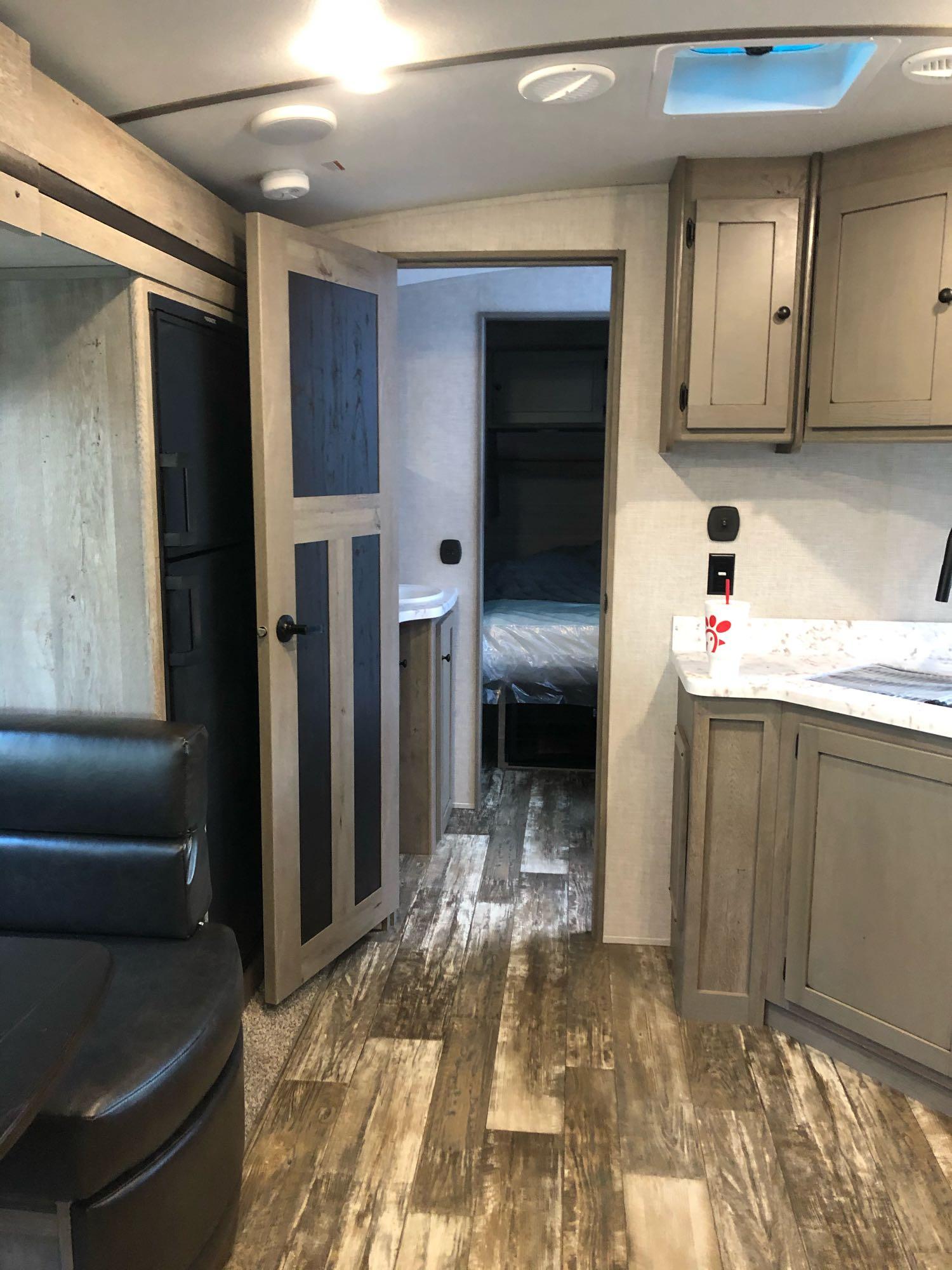 Full bathroom. Keystone Outback 2020