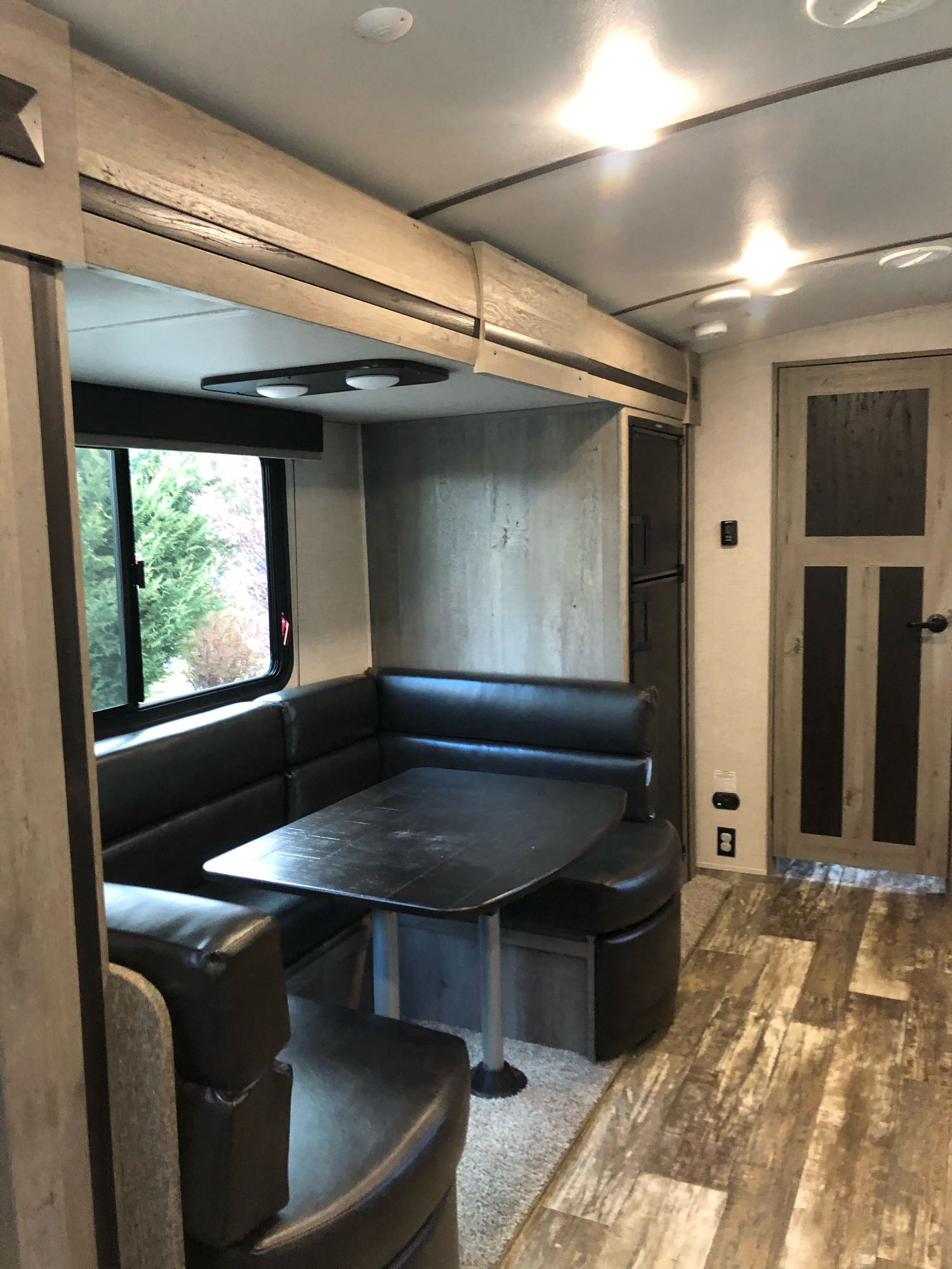 Dinette turns into bed. Keystone Outback 2020