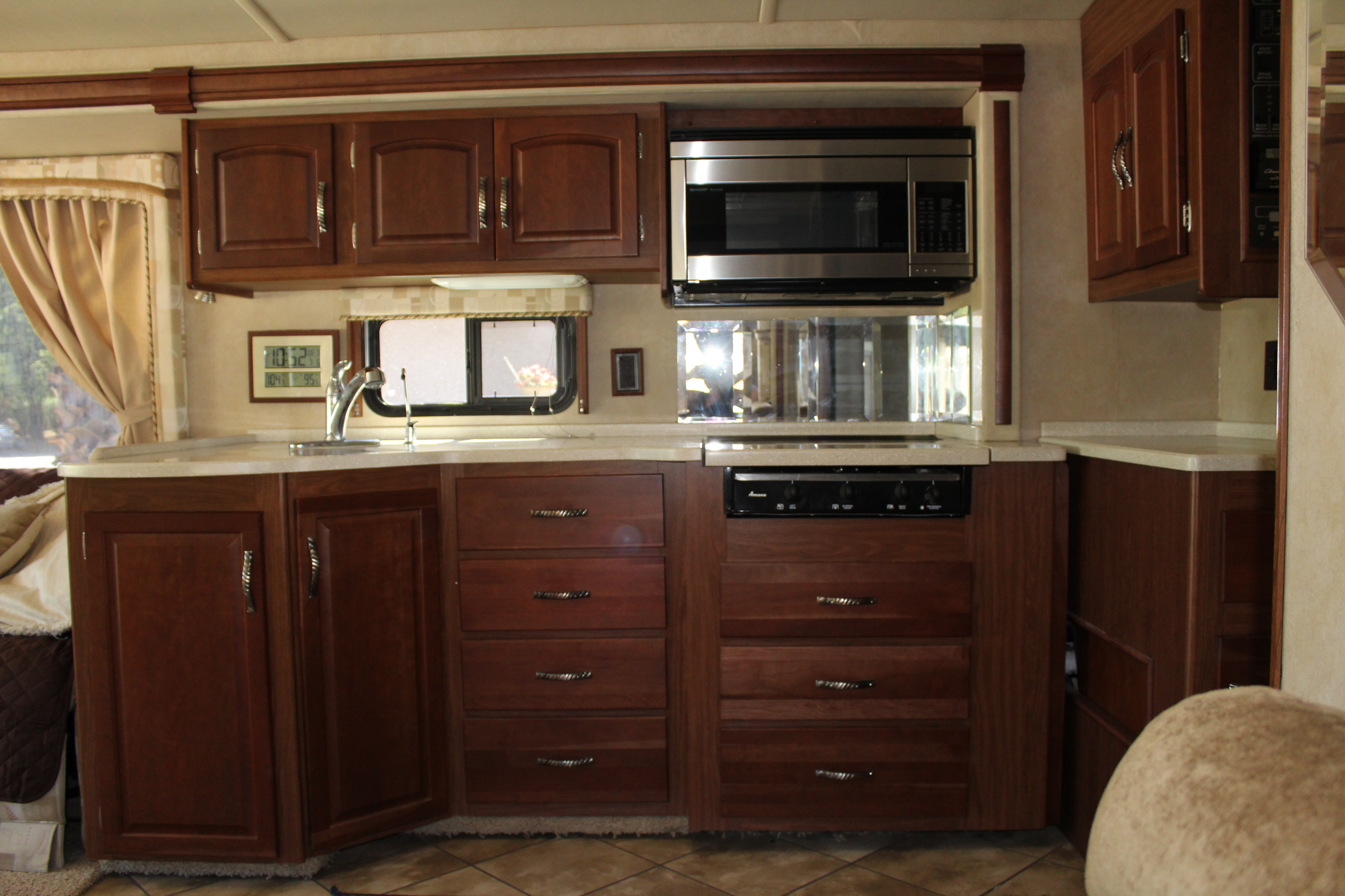 Well equipped kitchen, corian countertops, SS appliances,gas stove and microwave/convection oven.. Itasca Meridian 2006