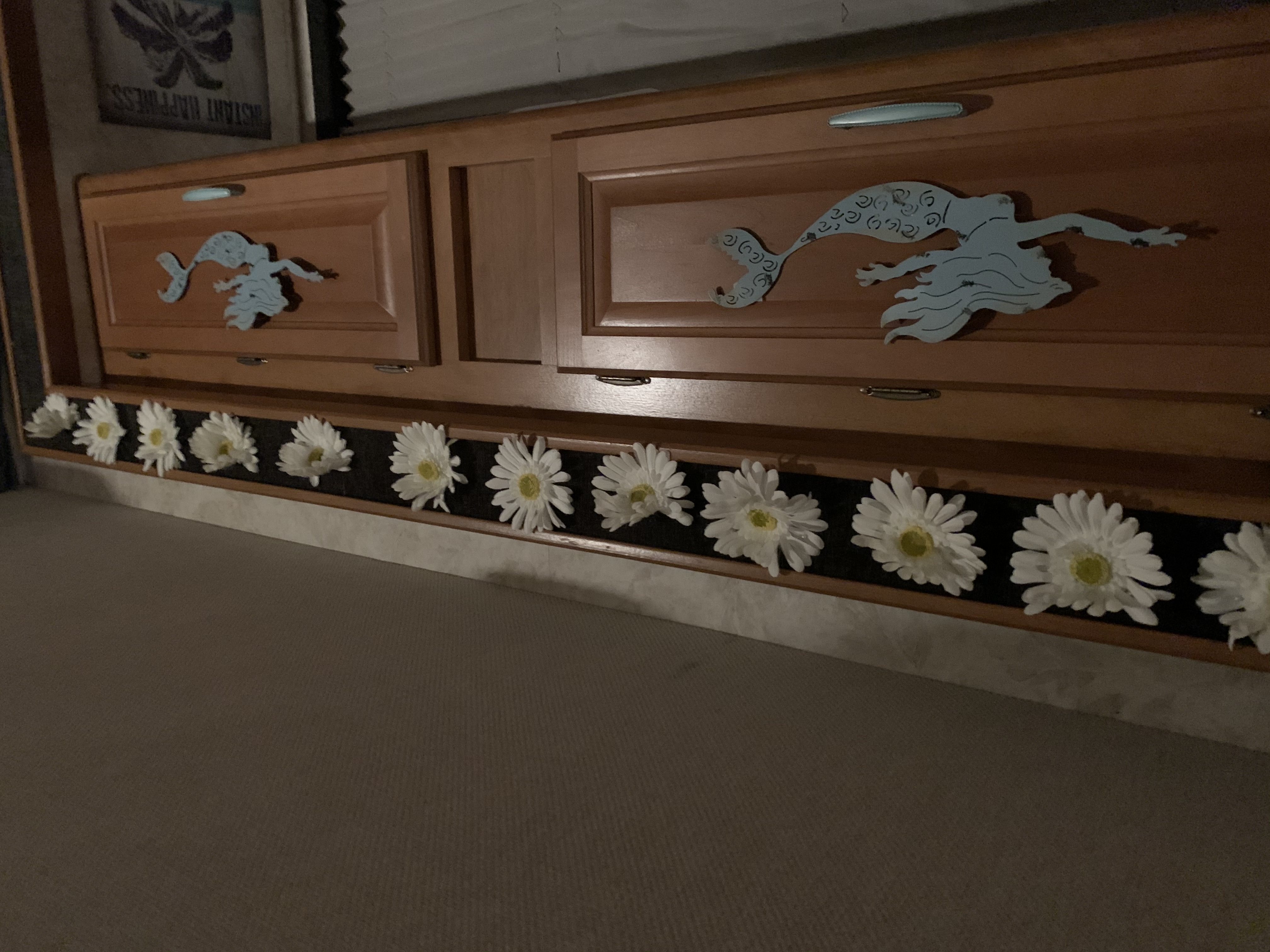 Upper cabinets over sofa bed. Fleetwood Tioga 2004