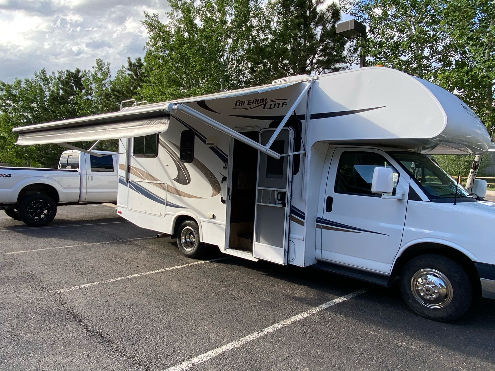 Lots of storage and a power awning!!. Thor Motor Coach Freedom Elite 2014