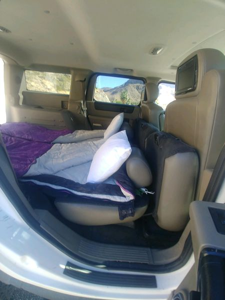 Seats fold down for a 6 foot long bed.. Hummer H2 2004