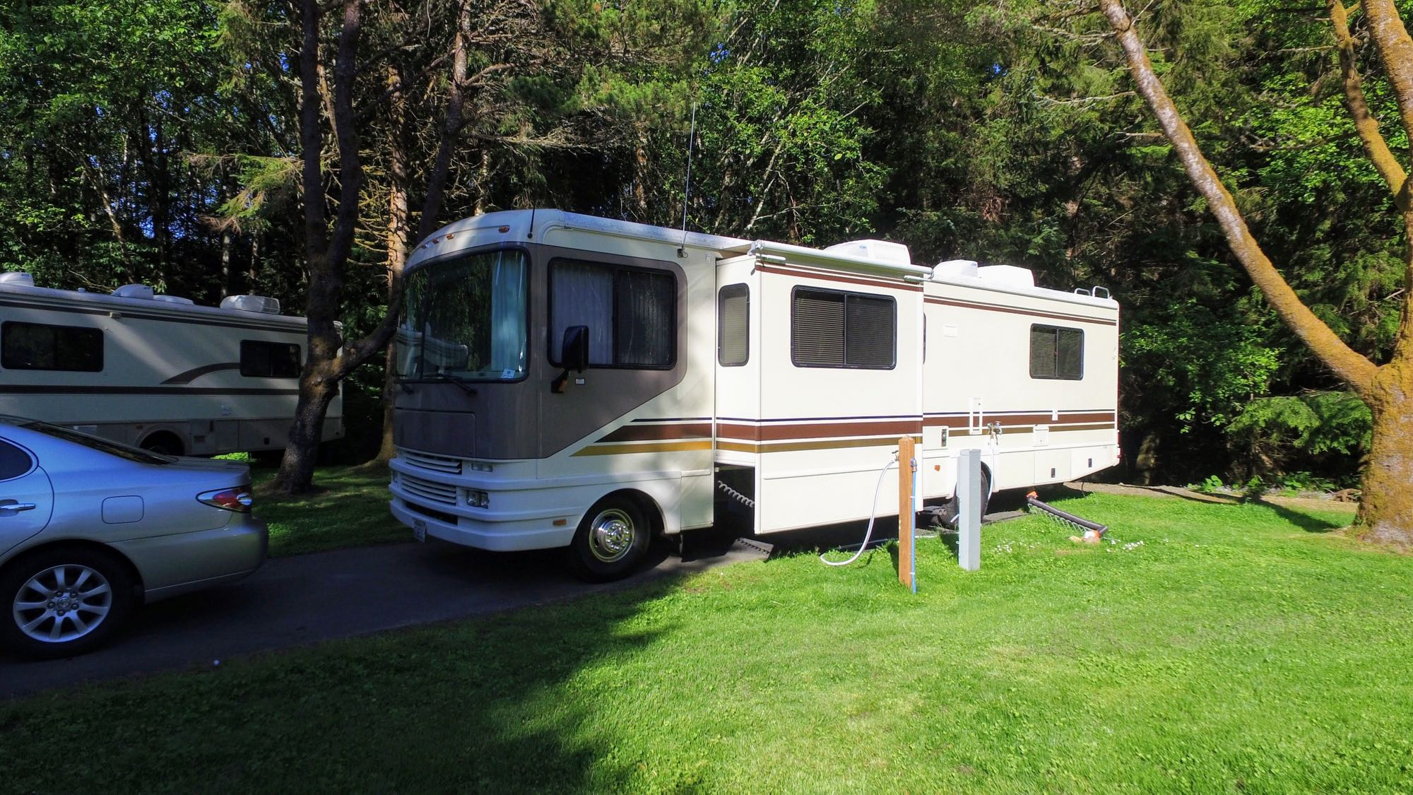 Parked and connected at the Cannon Beach RV Park. Fleetwood 32S 1997