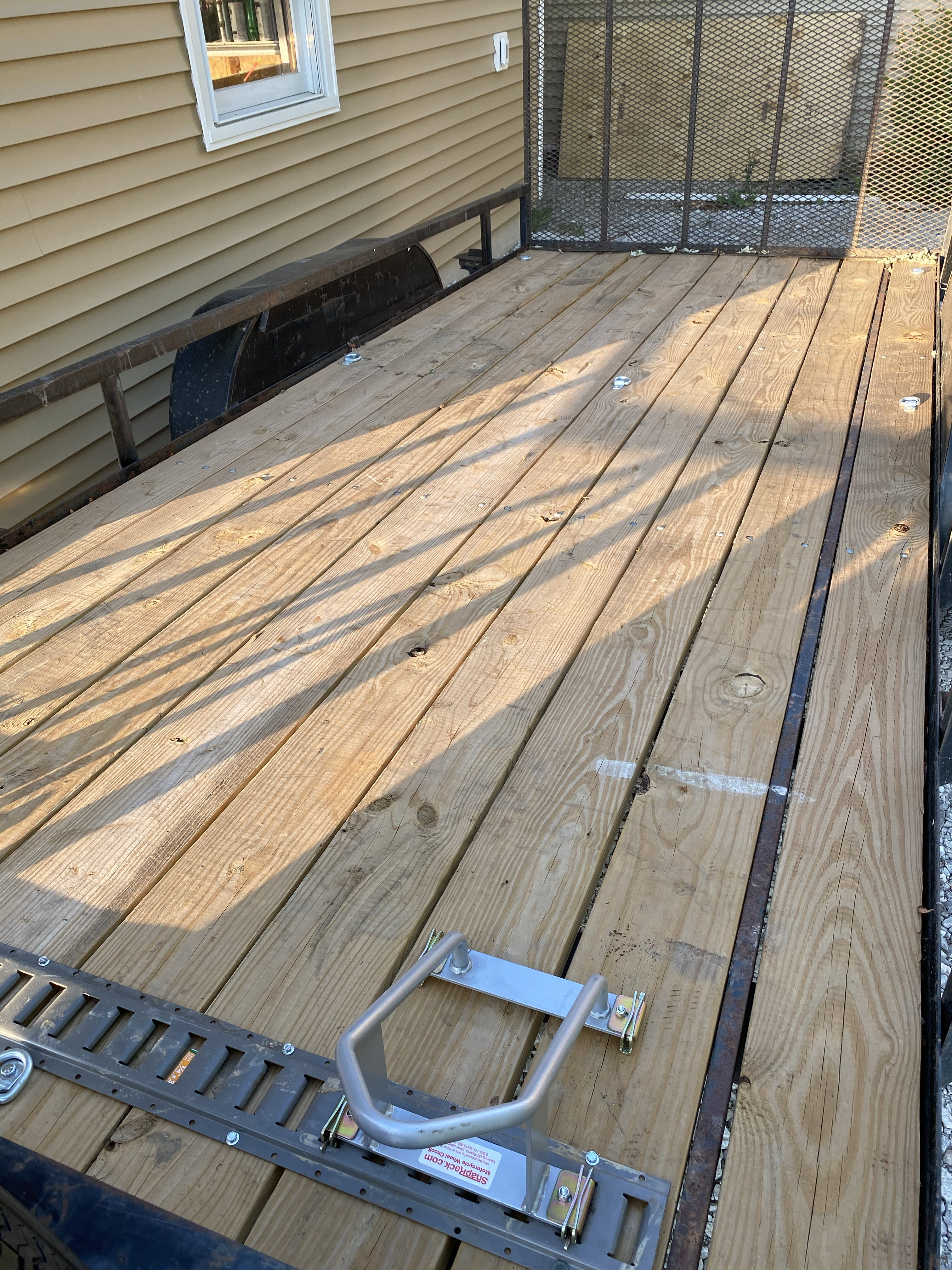 New decking with 8 tie-down points.. 2010