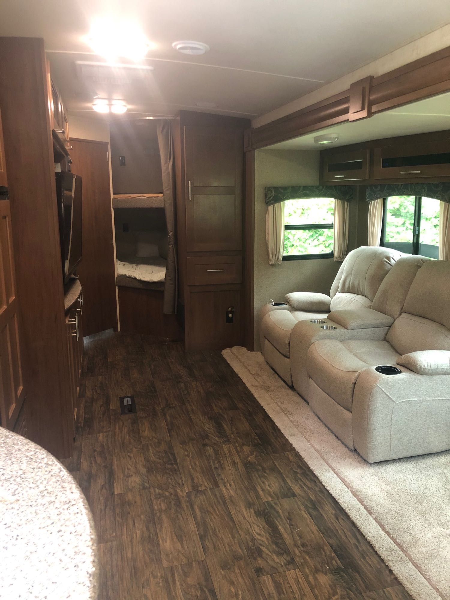 Living Space. Forest River Wildcat 2015