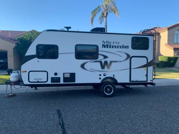 The bunk bed layout of this trailer allows it to sleep 5 and opens up ample storage space.. Winnebago Micro Minnie 2018