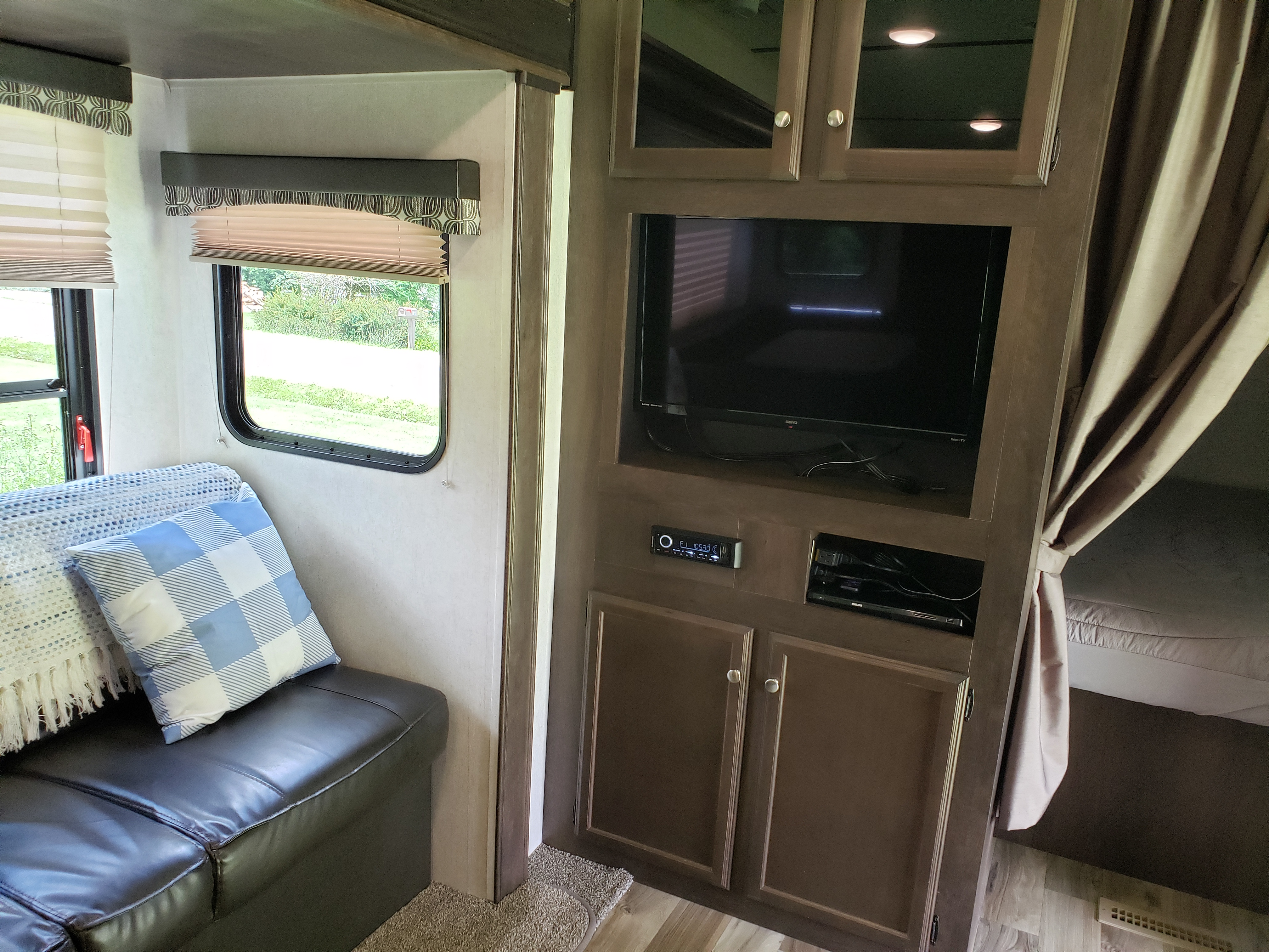 Fold down couch and smart TV with radio and Blu-ray player. Starcraft Autumn Ridge 2018