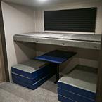 Kids bunk room. Coachmen Freedom Express 2020