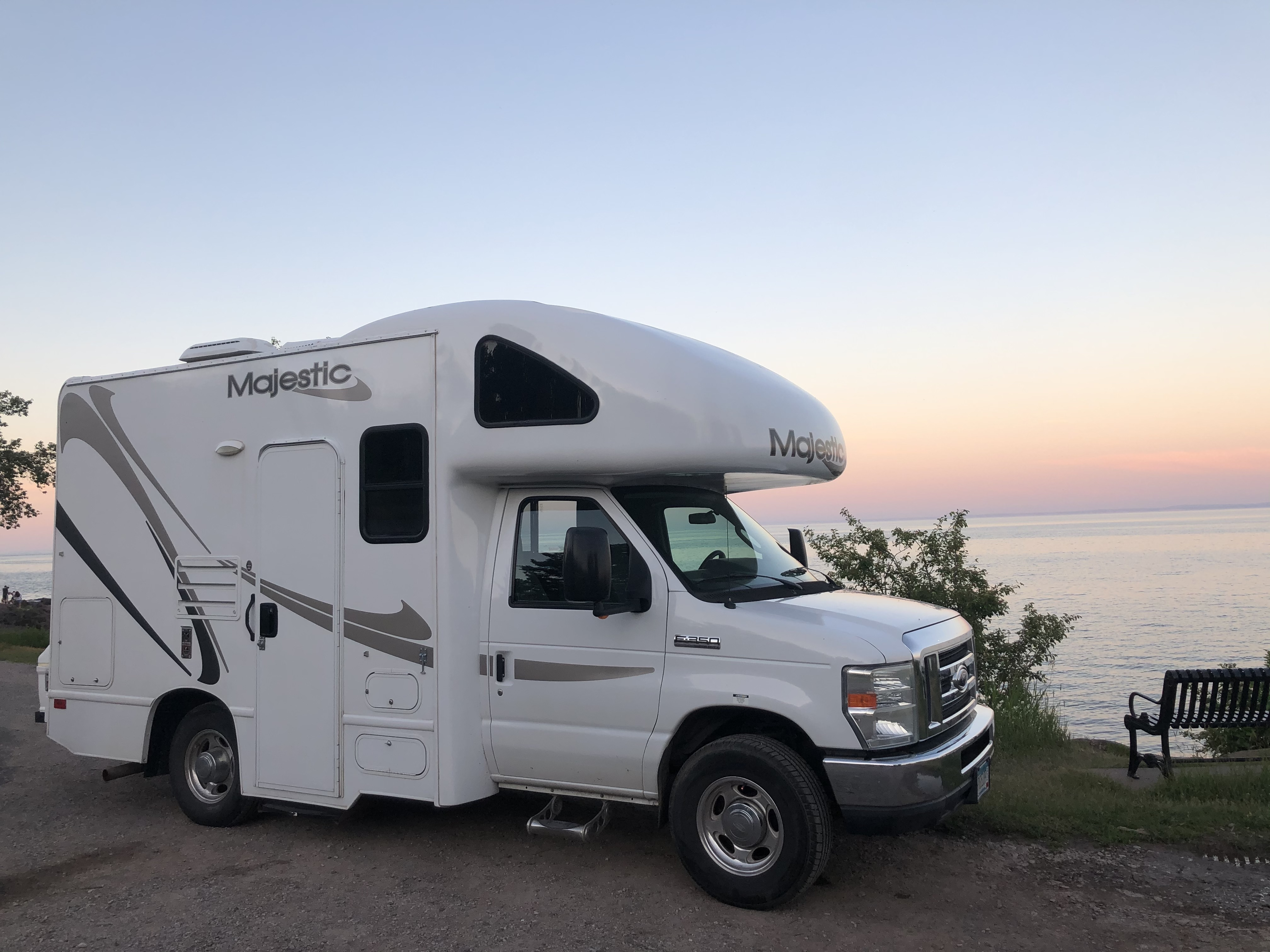 Thor Motor Coach Four Winds Majestic 2011