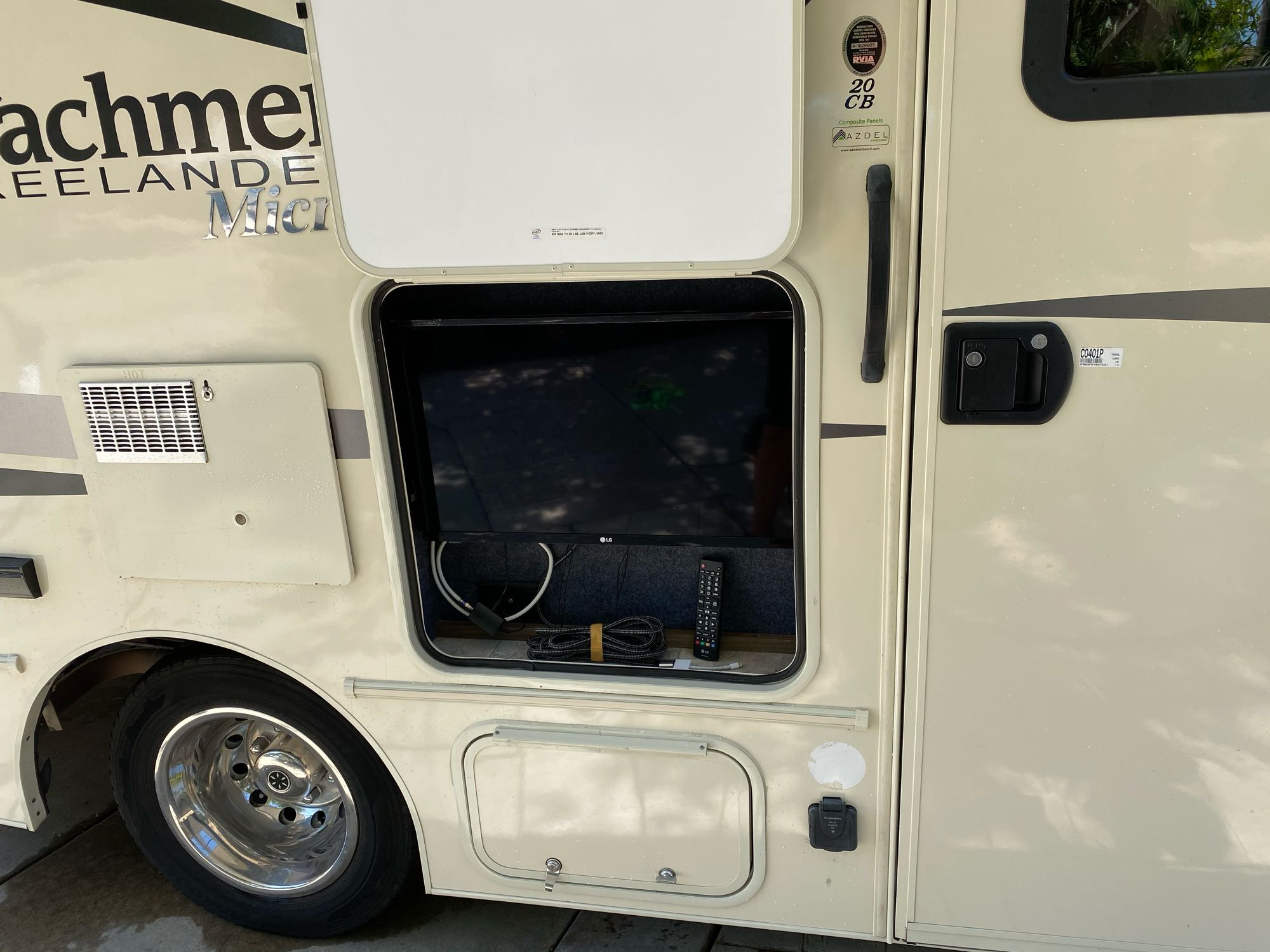 Outside TV with HDTV antenna and iPhone/iPad hook up. Coachmen Freelander 2018