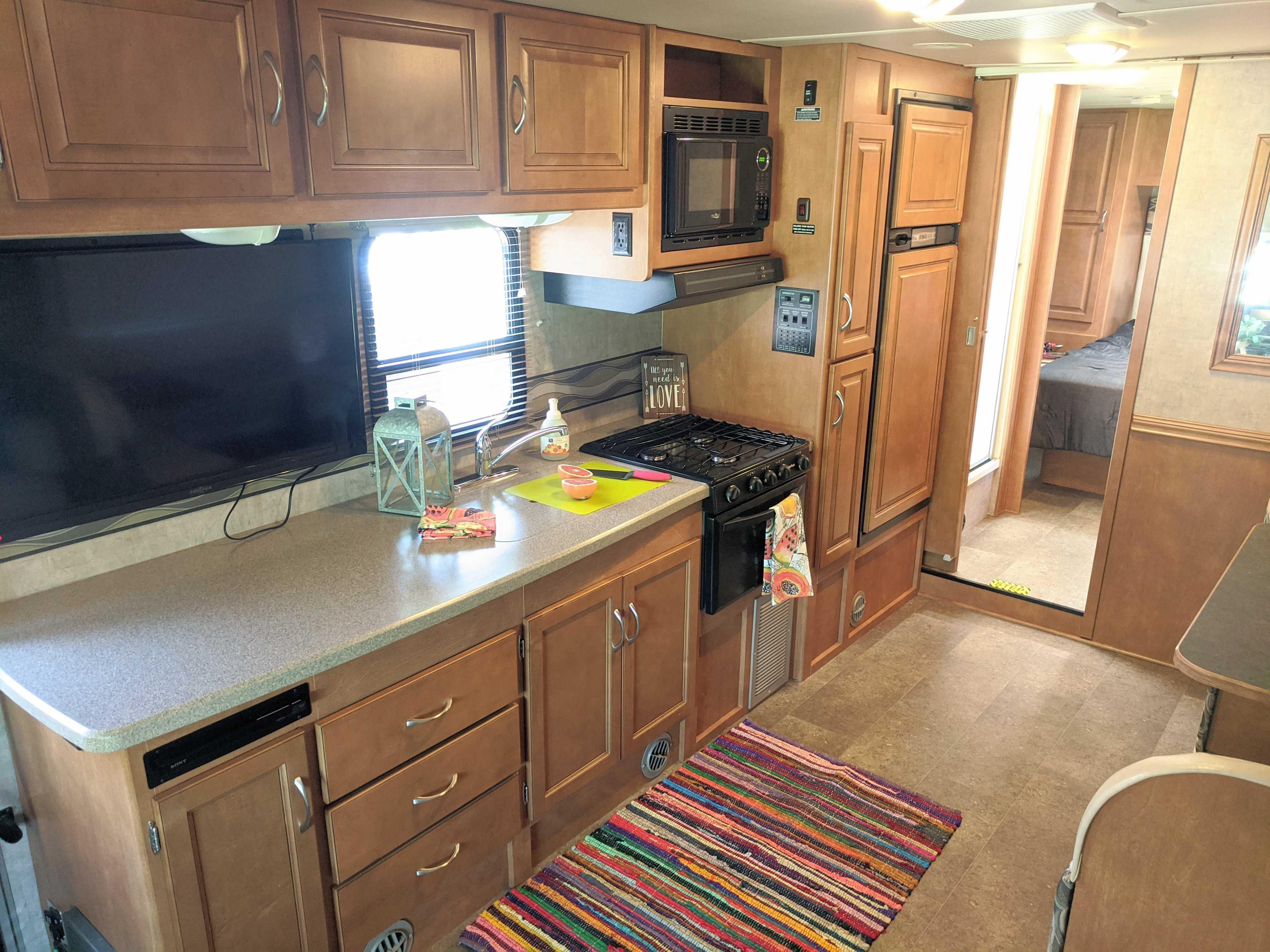 The kitchen.  So. Much. Countertop.. Winnebago Minnie Winnie 2014