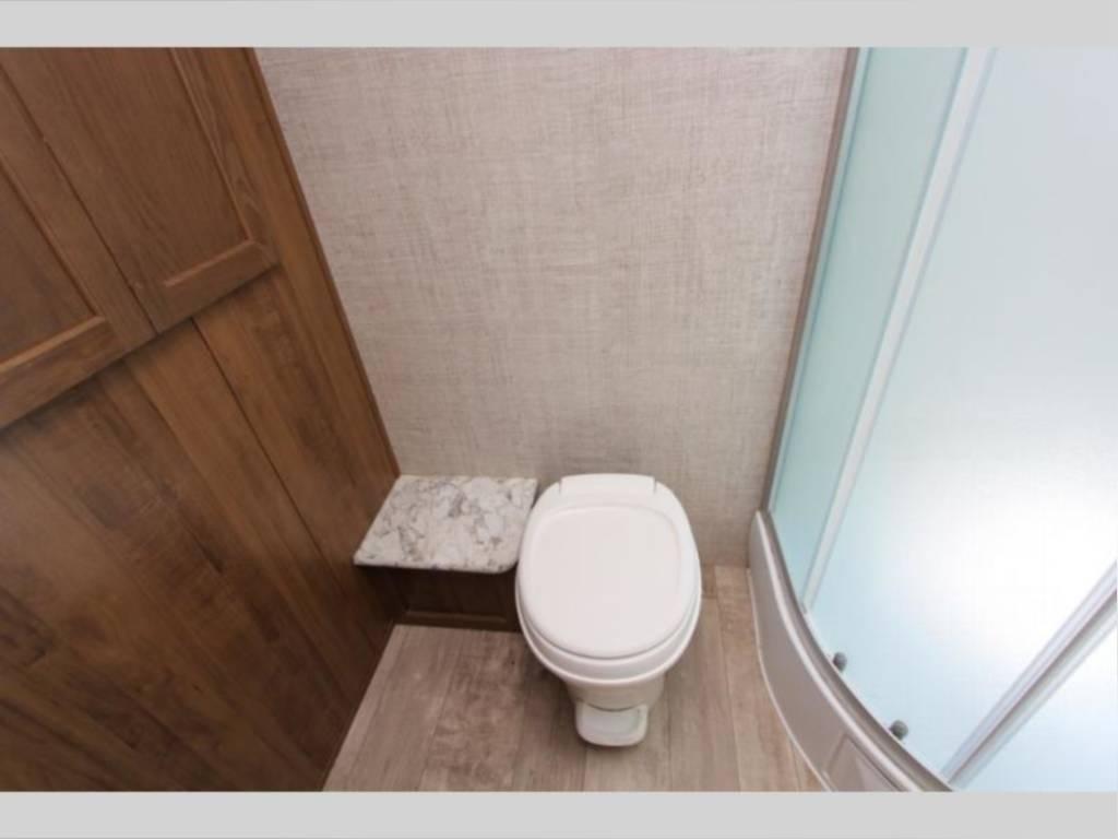 Toilet. Gulf Stream Amerilite 2020