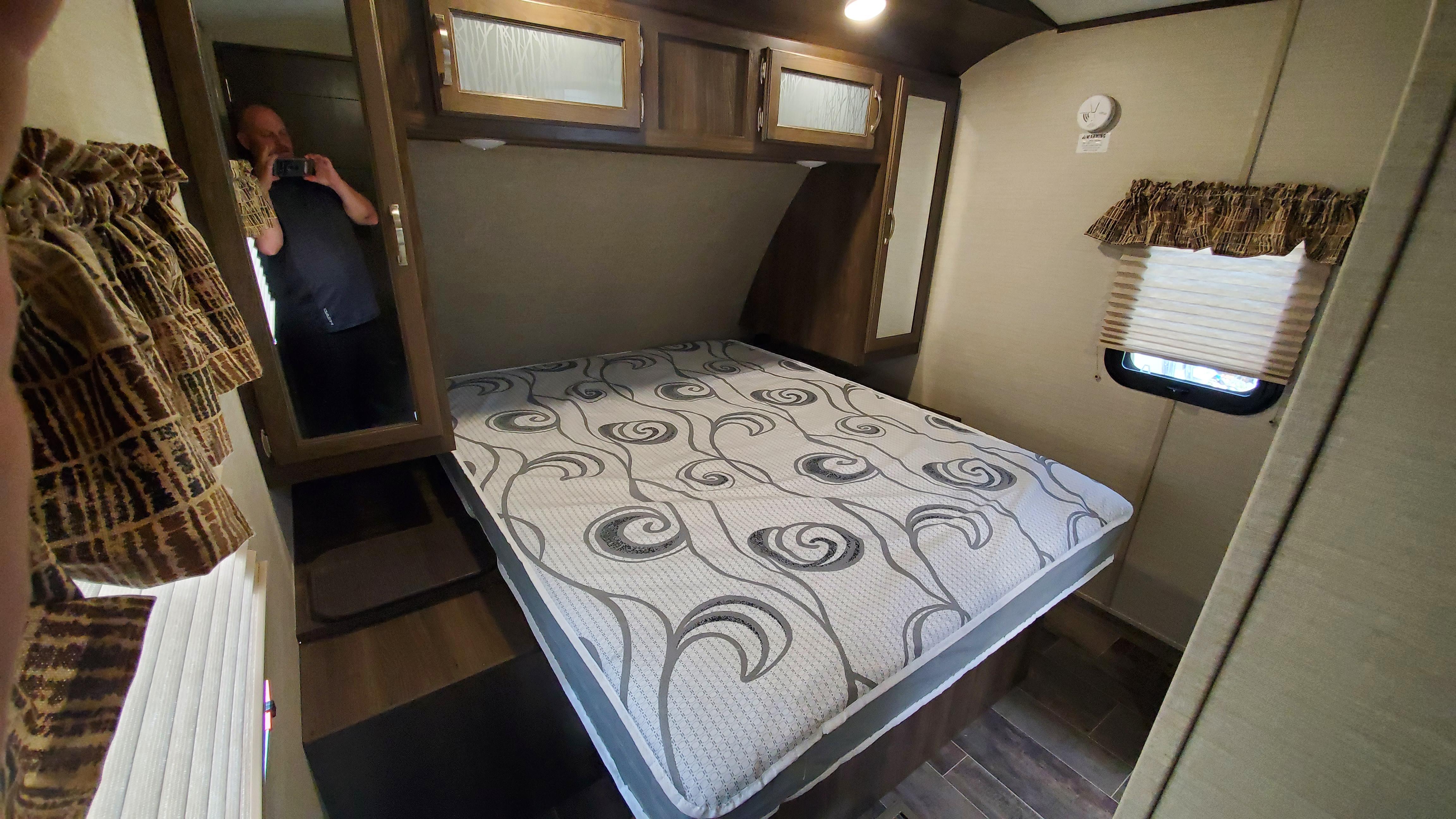Queen Master Bedroom. Keystone Premier Ultra Lite 2018