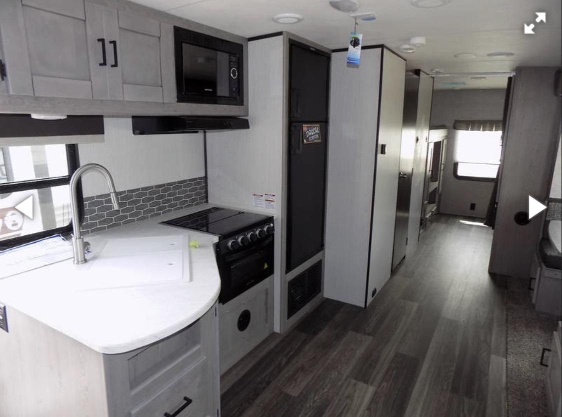 Gray interior. Heartland MallardM32 2021