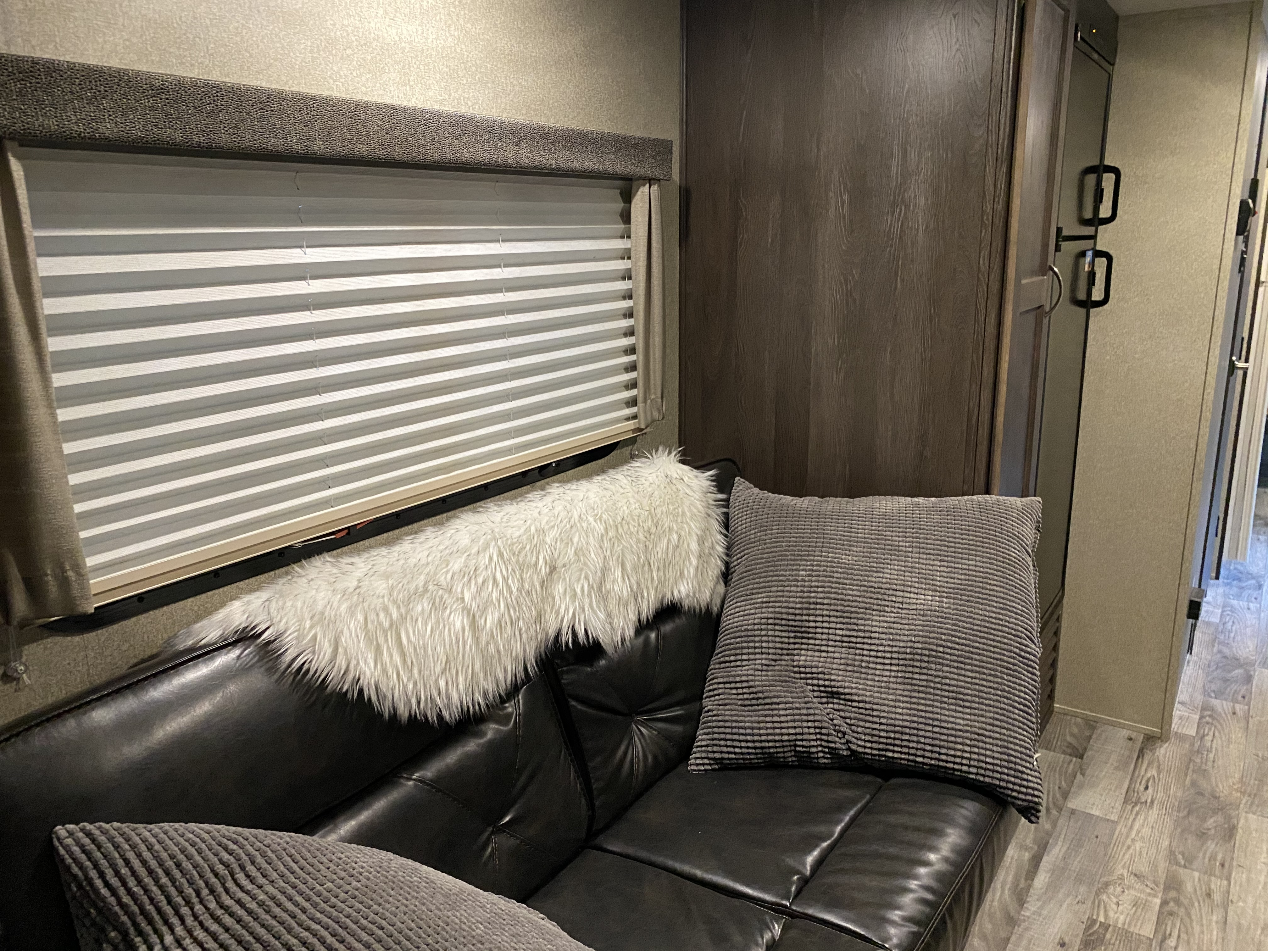 Comfy modern interior! Nu ugly 90's look here!. Keystone Outback 2018