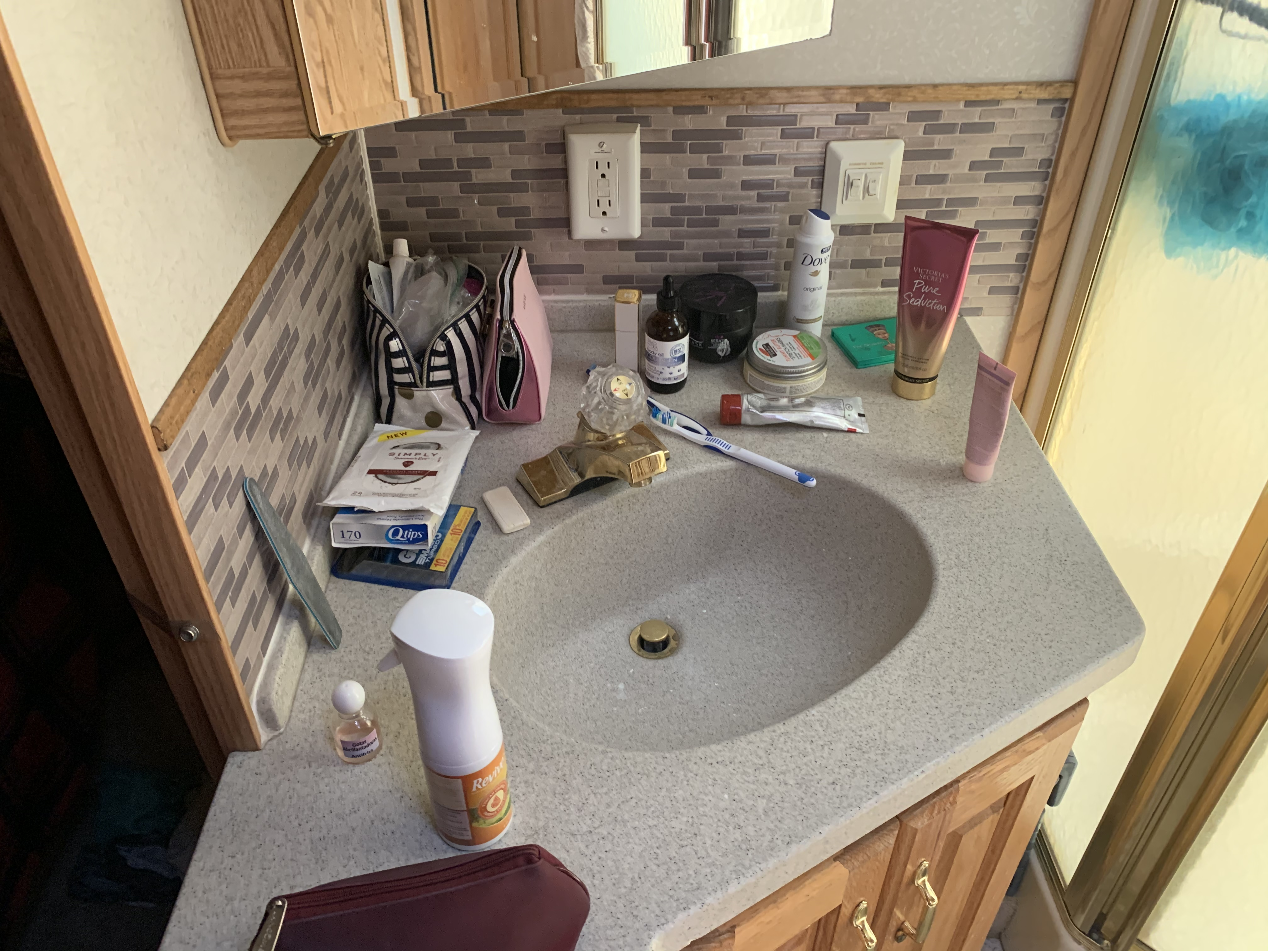 Bath sink. Holiday Rambler Endeavor 2002
