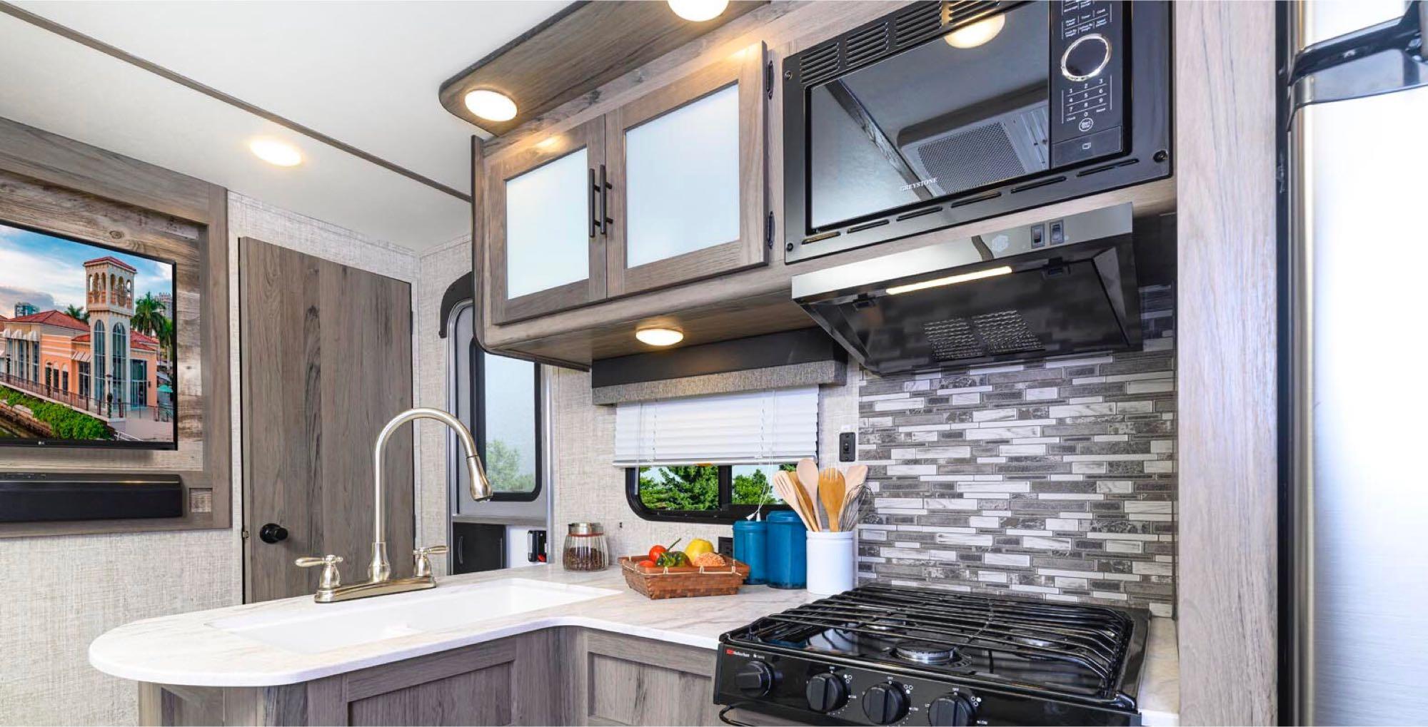 kitchen. GulfStream Amerilite 2021