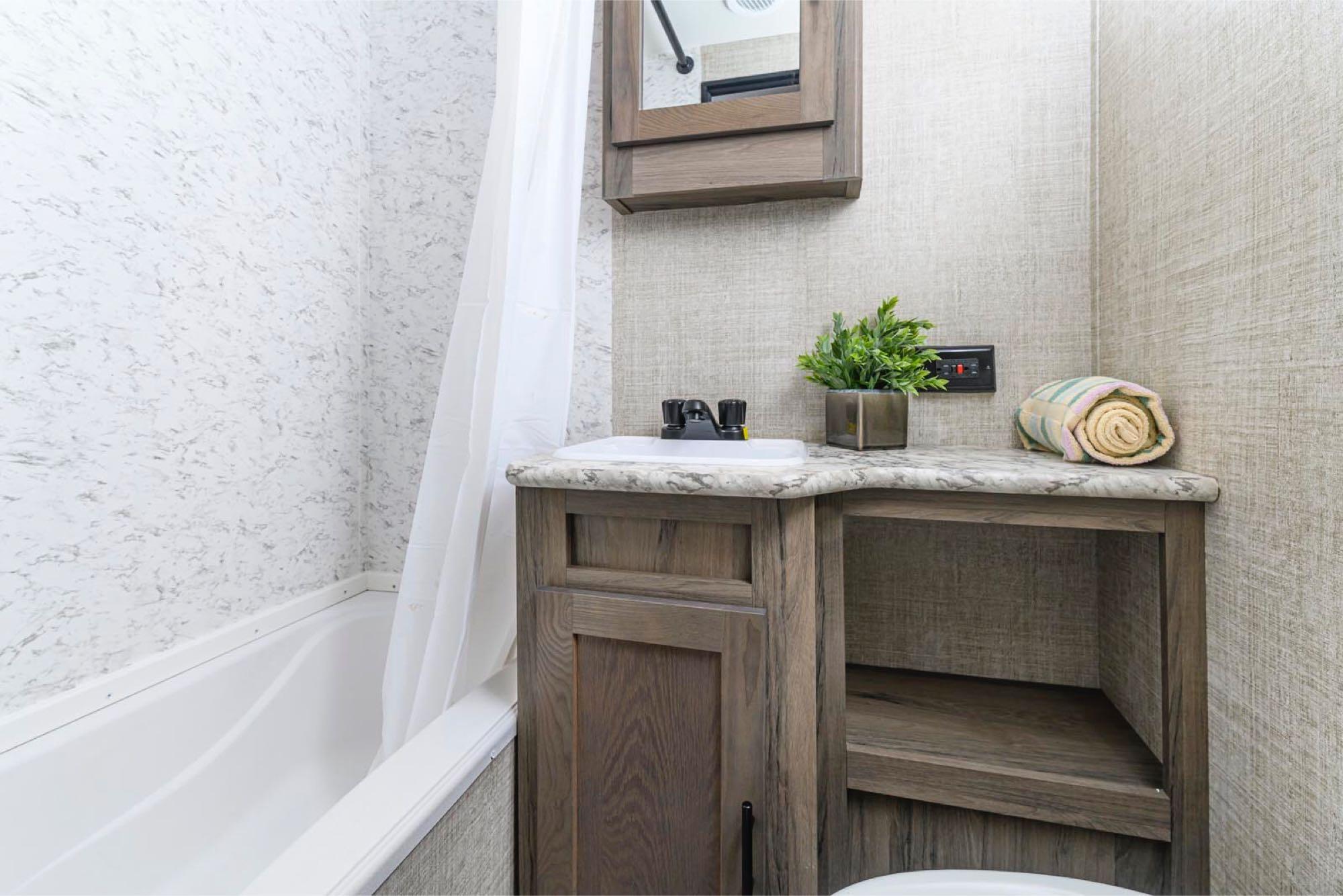 bathroom. GulfStream Amerilite 2021