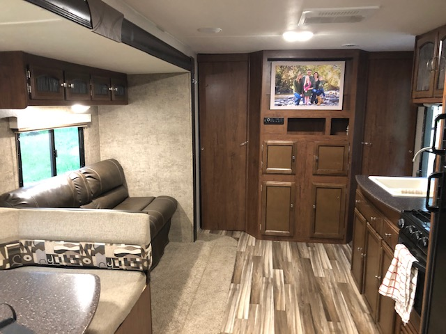 Coachmen Freedom Express 2017