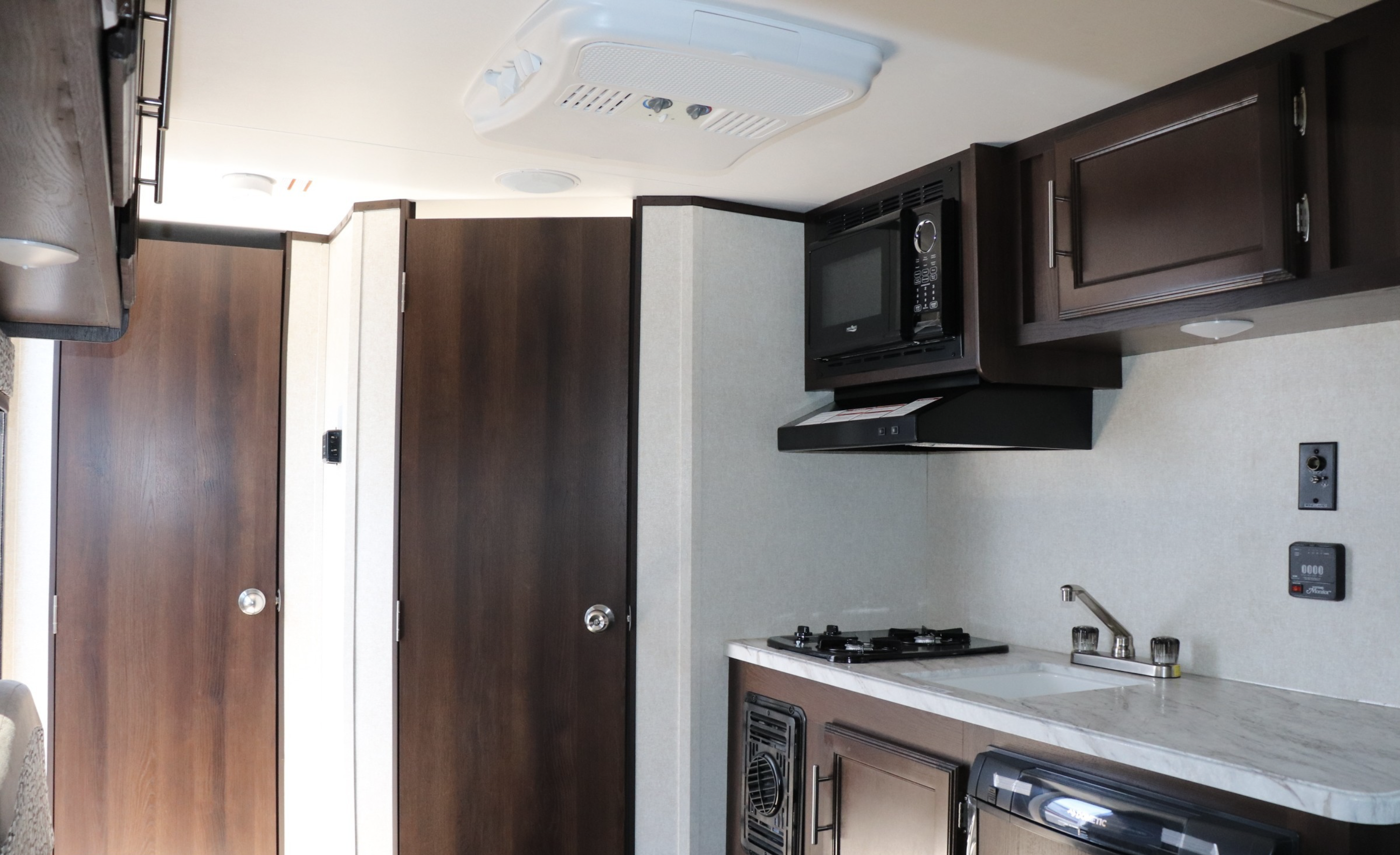 Extremely Roomy yet only 2450Lbs. Jayco Flight 2021
