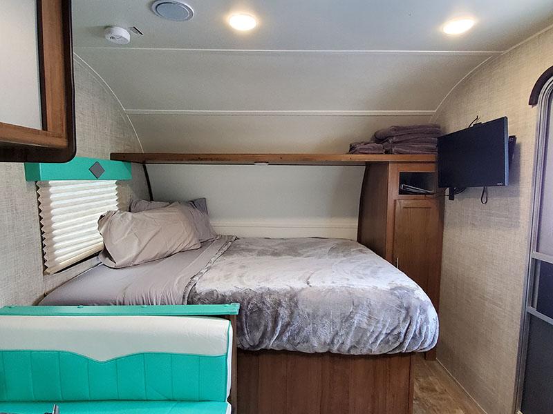 Interior Front - Queen Bed. Gulf Stream Capri 2020
