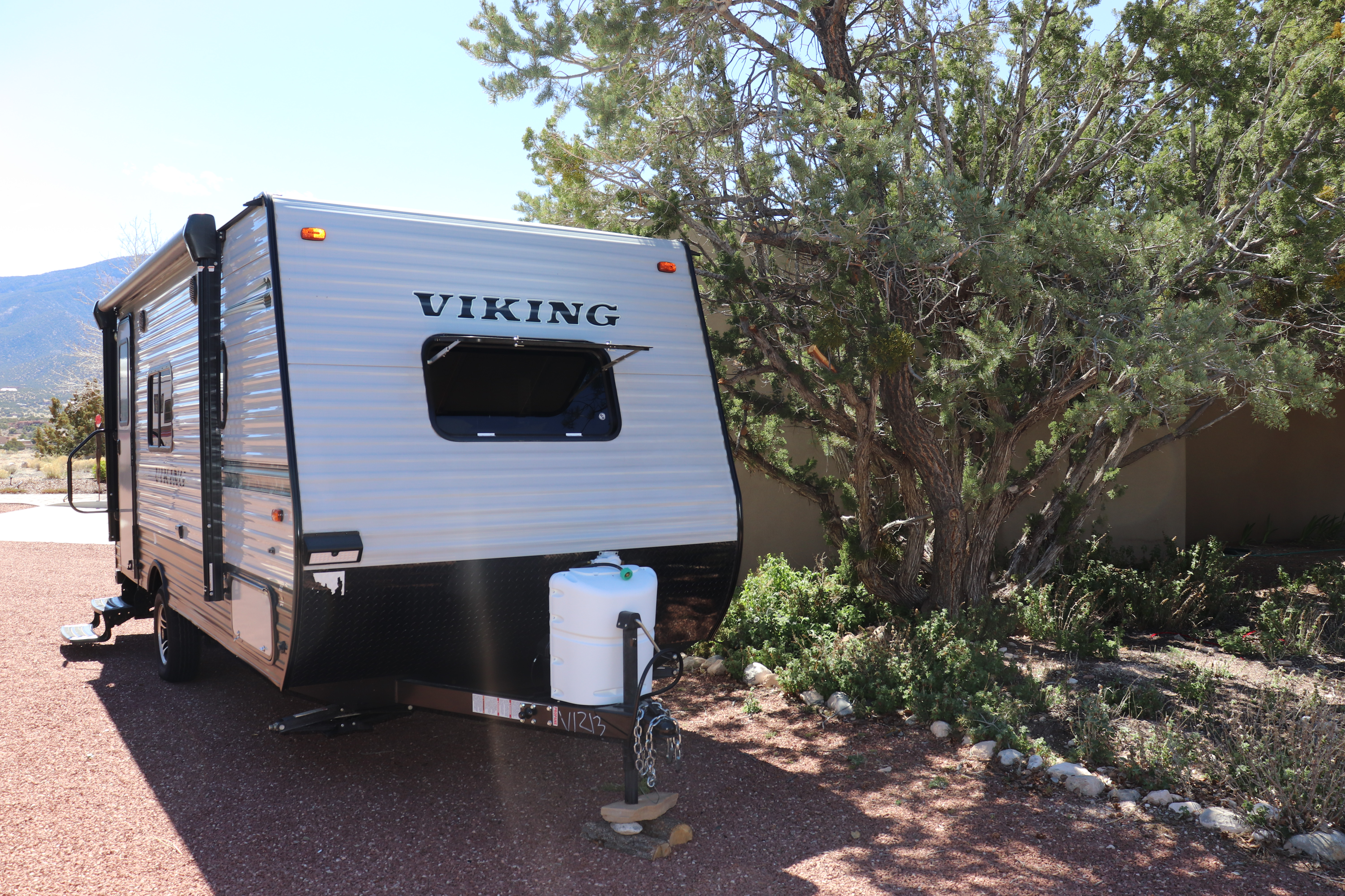 single propane tank in front with battery. Forest River Viking 2019