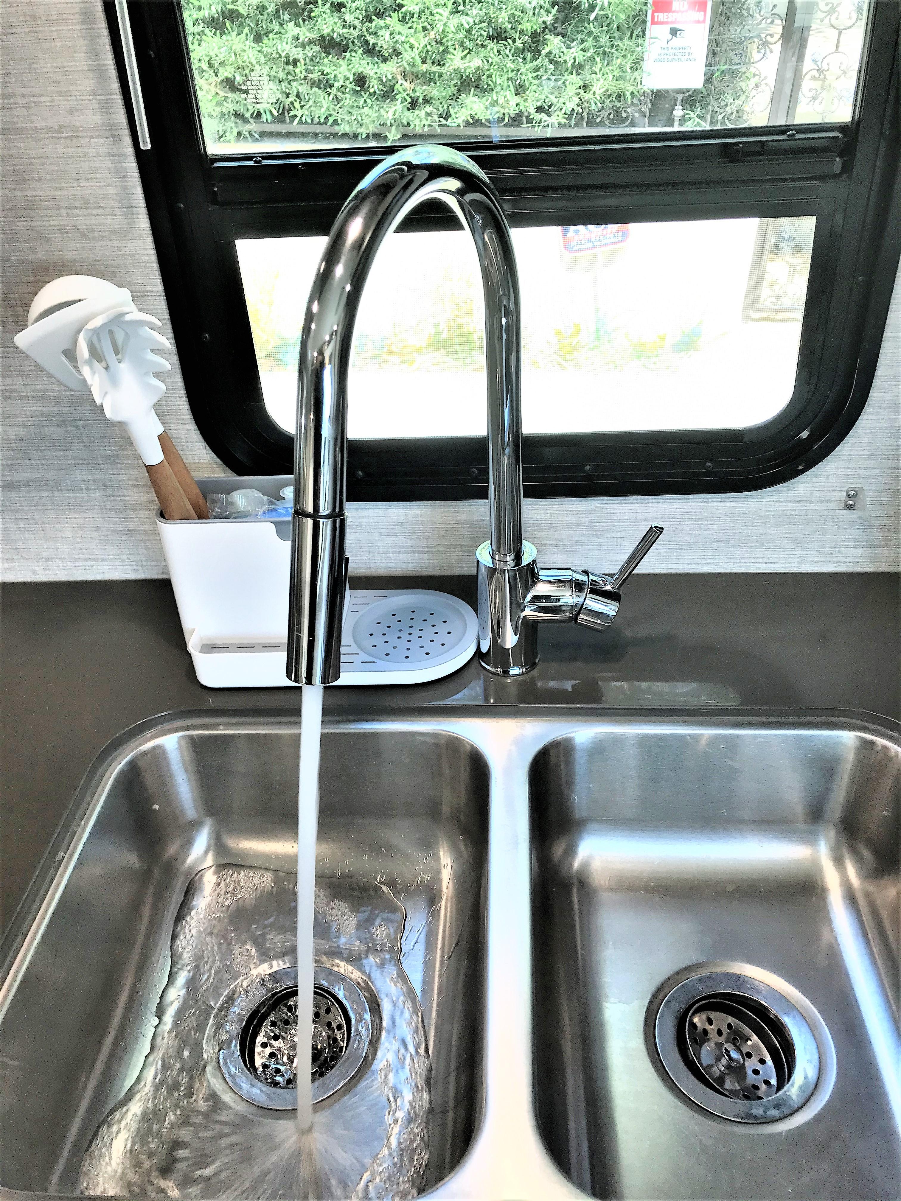 kitchen sink. Winnebago Minnie Winnie 2020