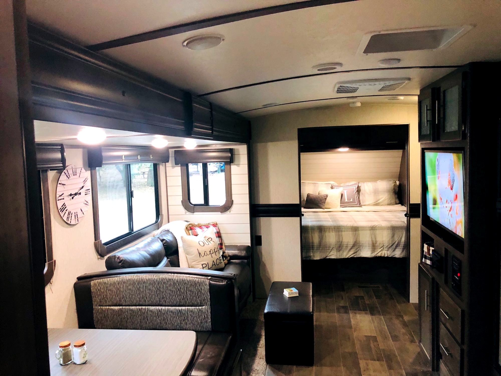 Your home away from home!. Crossroads Sunset Trail Super Lite 2019